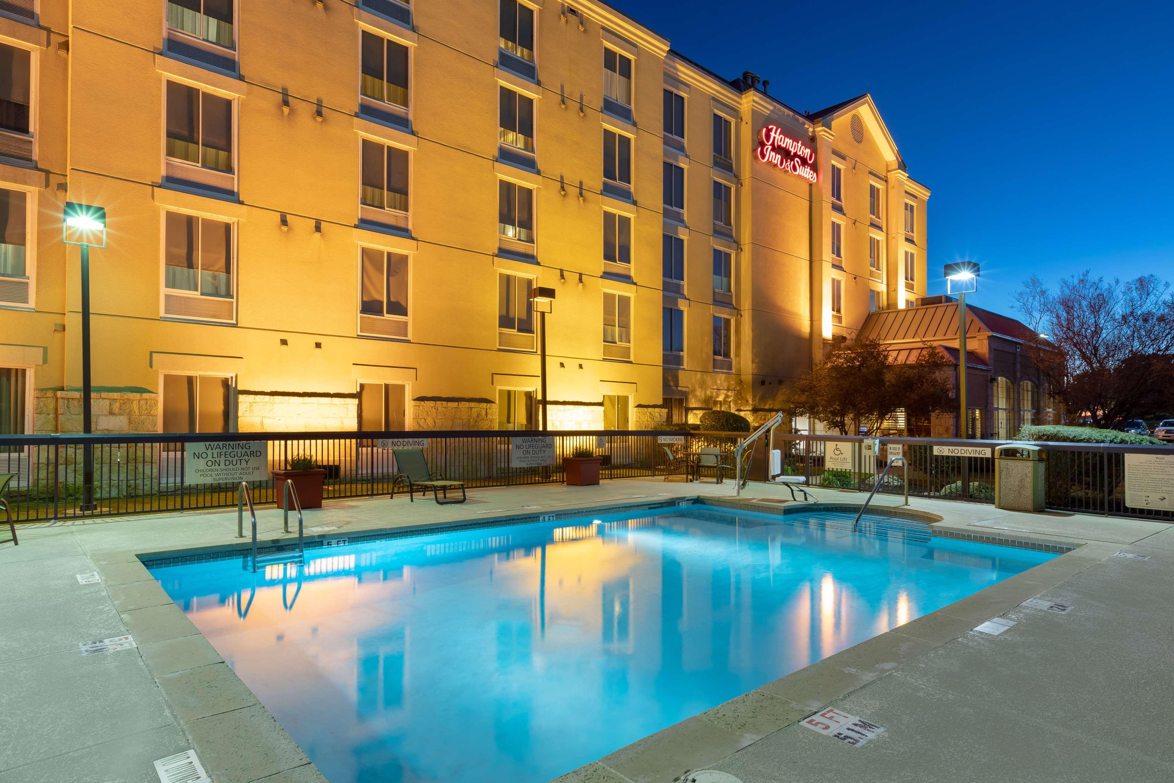 Hampton Inn & Suites Austin-Airport image 17