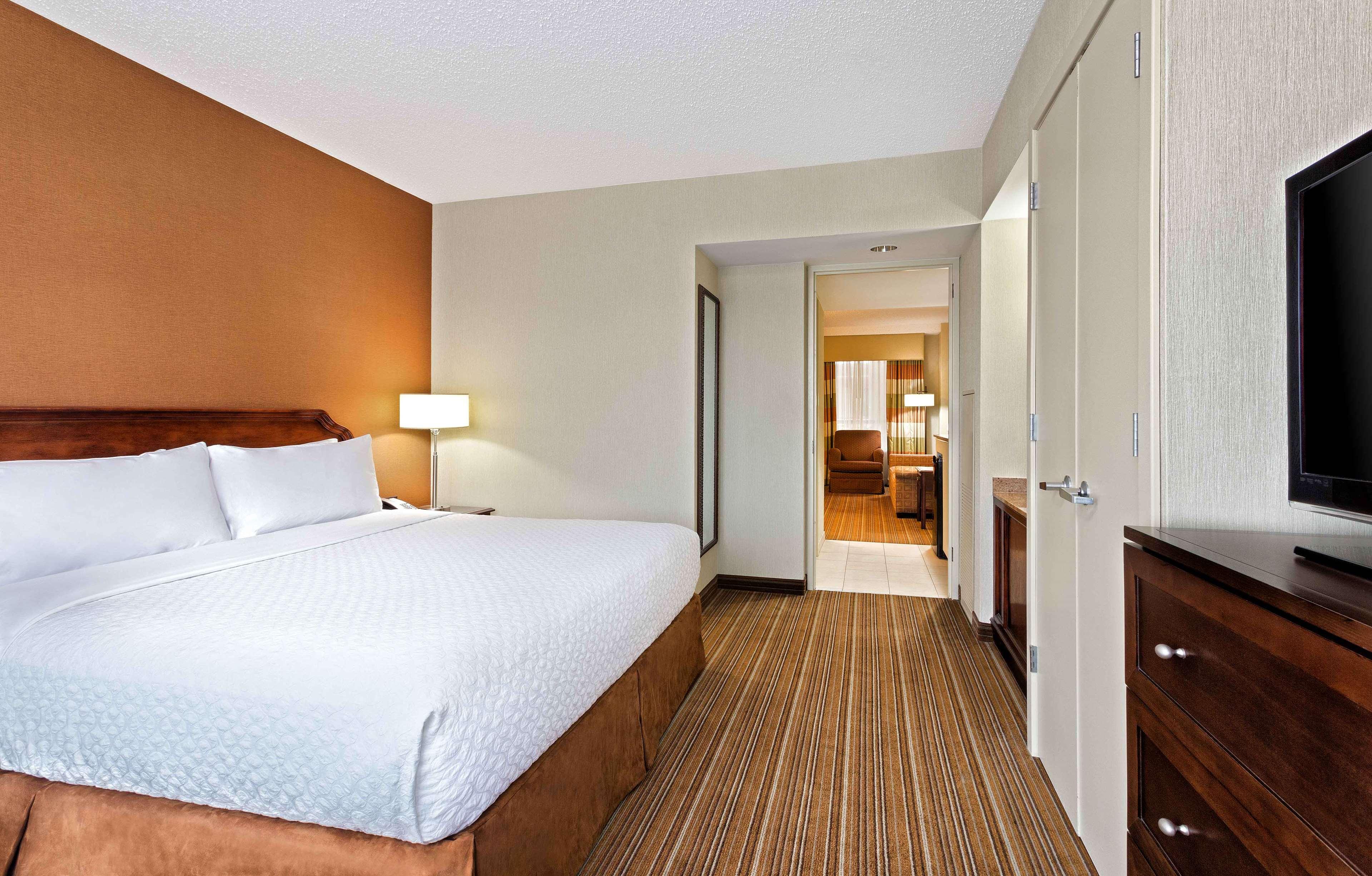 DoubleTree by Hilton Hotel Detroit - Dearborn image 12