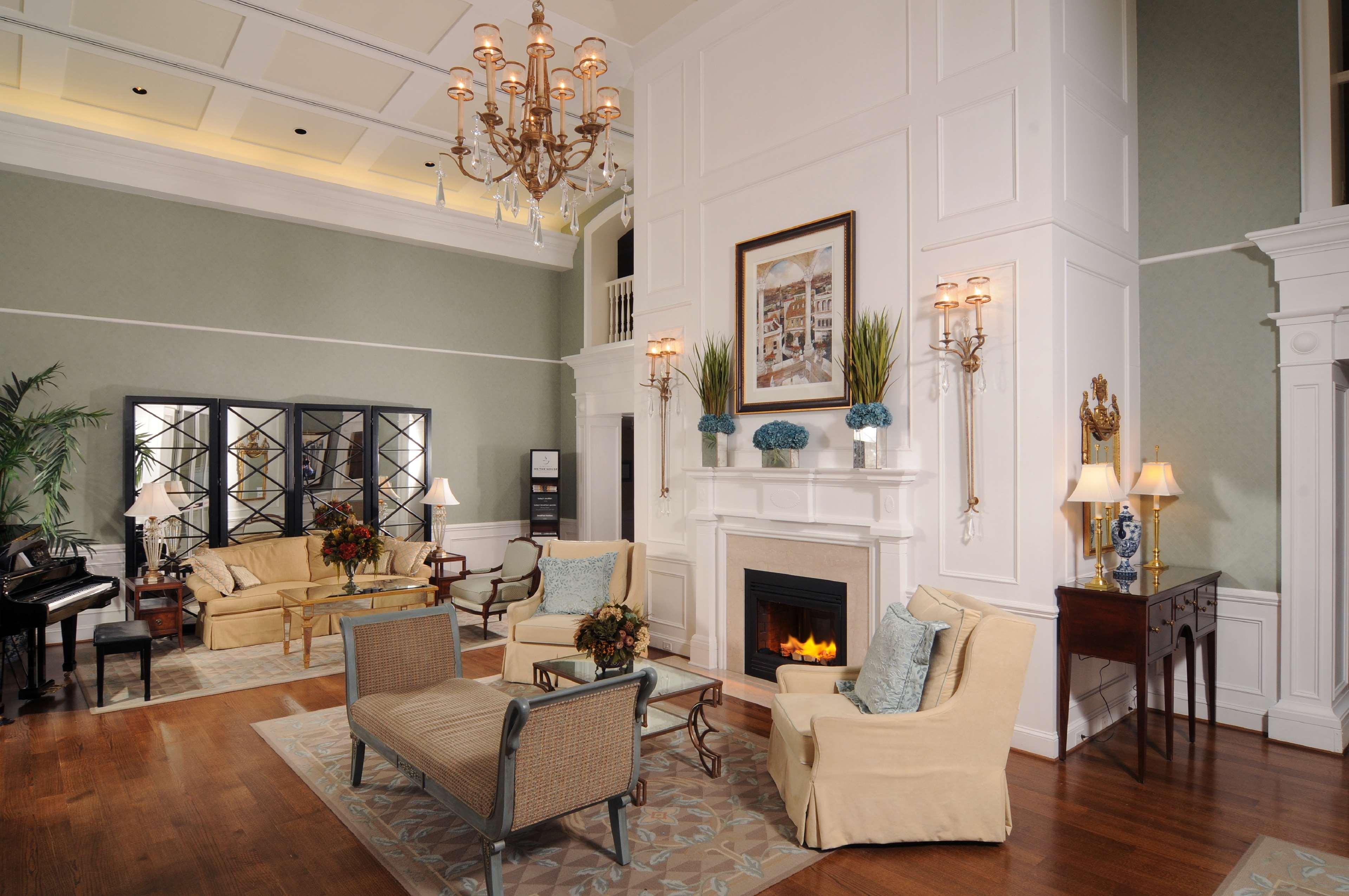 Hampton Inn & Suites Charlotte/South Park at Phillips Place image 5