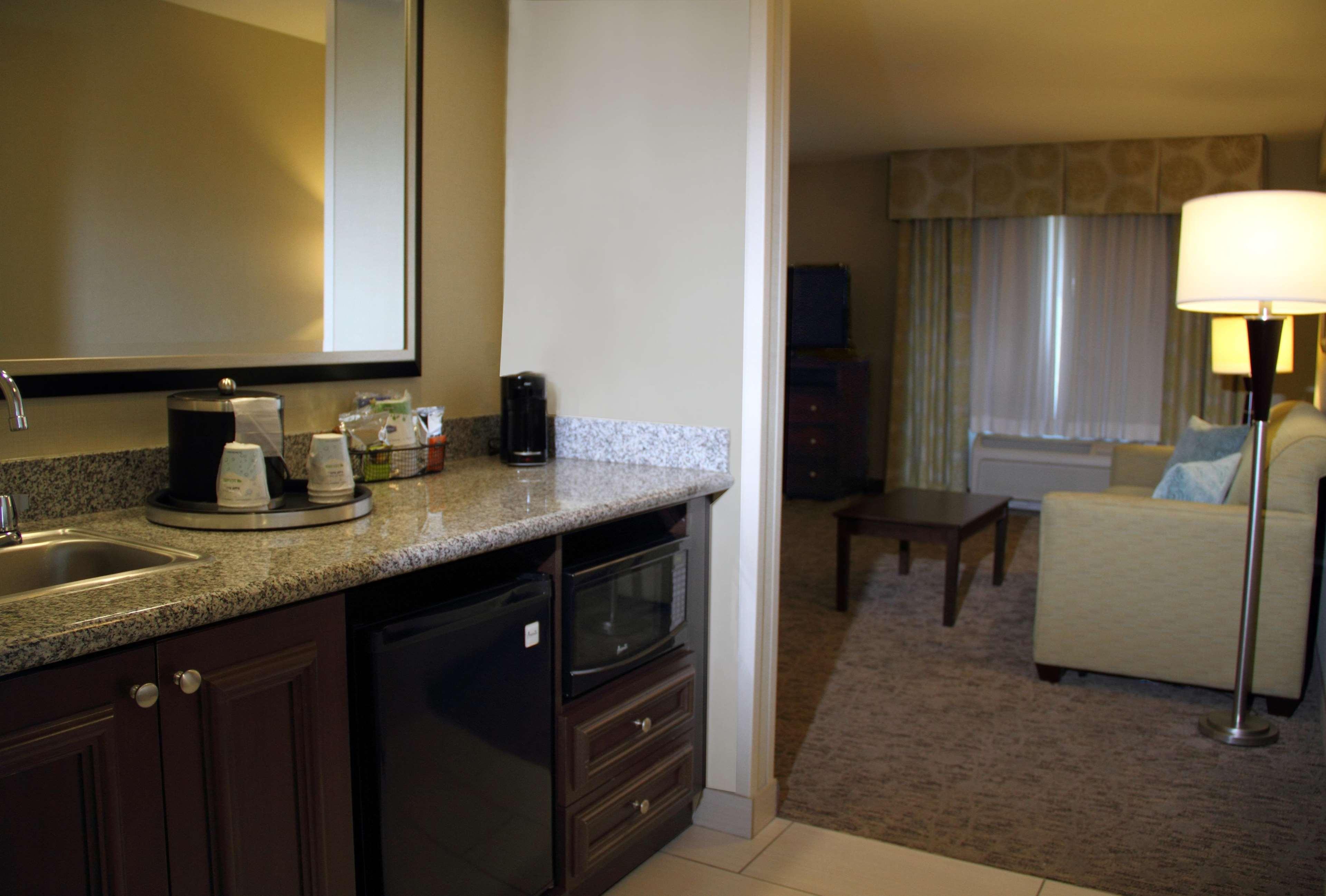 Hampton Inn & Suites Manteca image 2