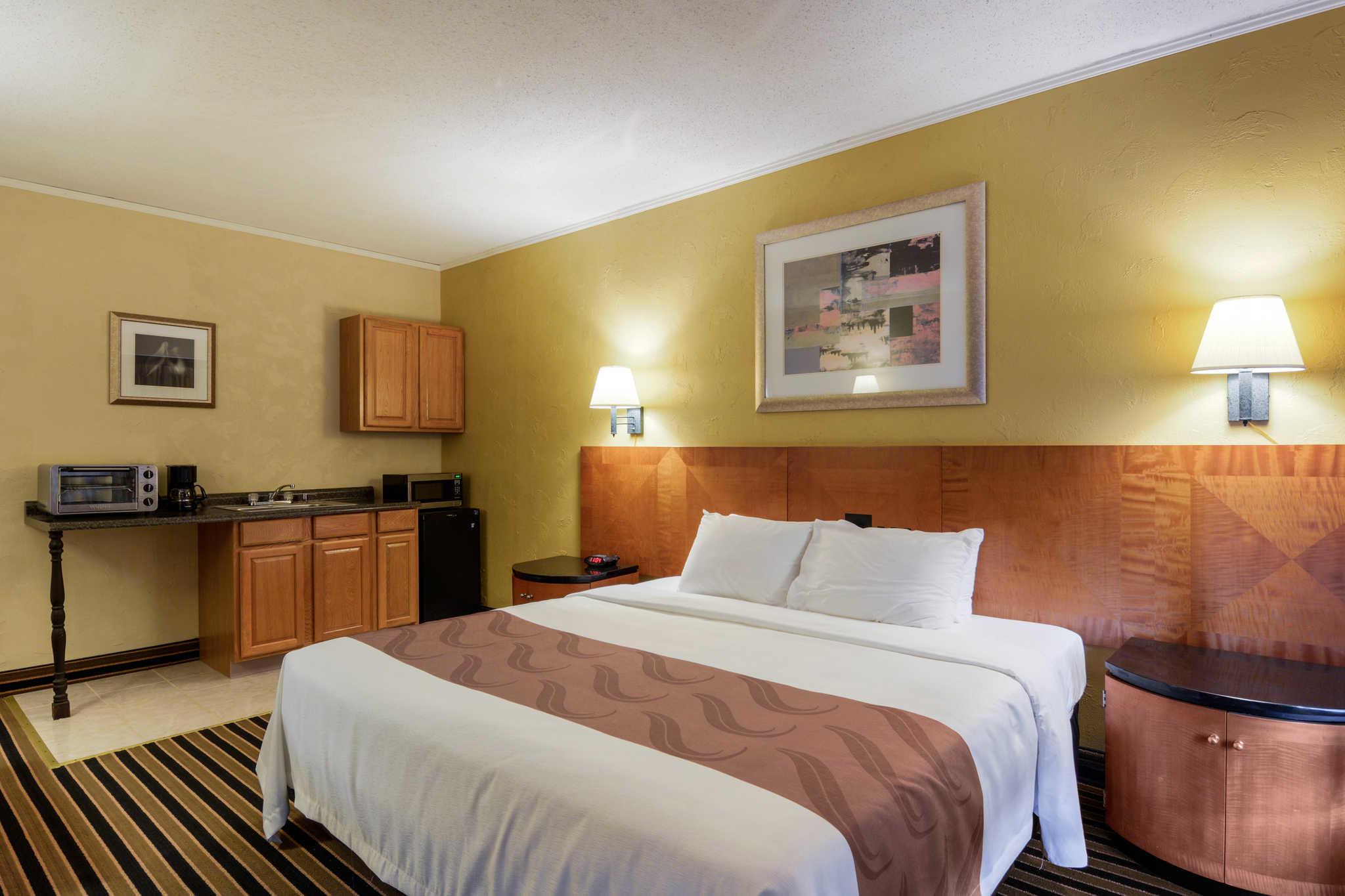 Quality Inn Skyline Drive image 10