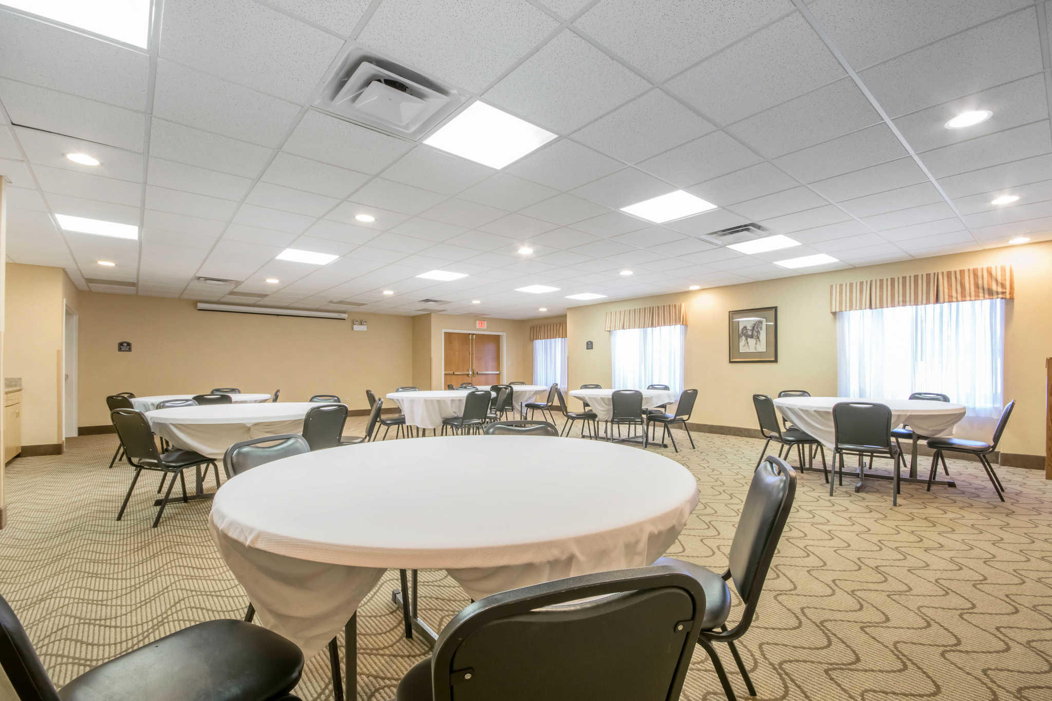 Comfort Suites Airport image 33