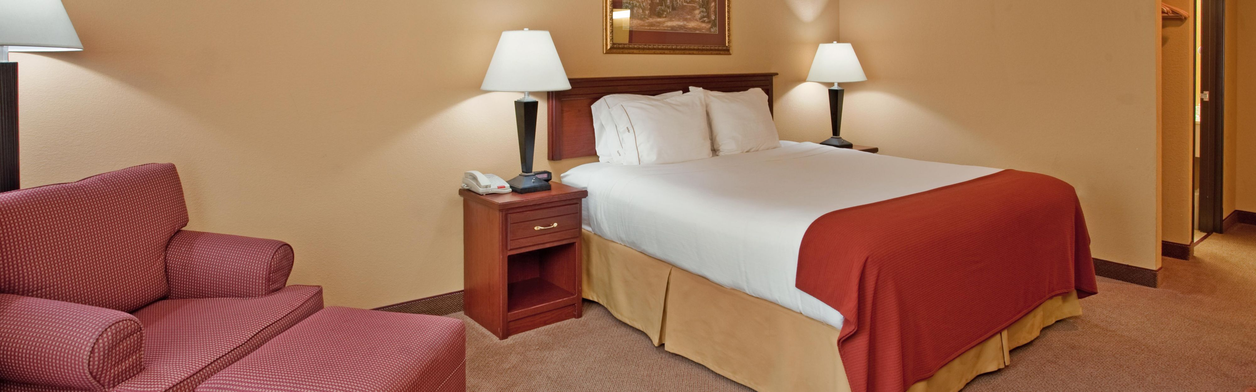 Holiday Inn Express & Suites Maryville image 1