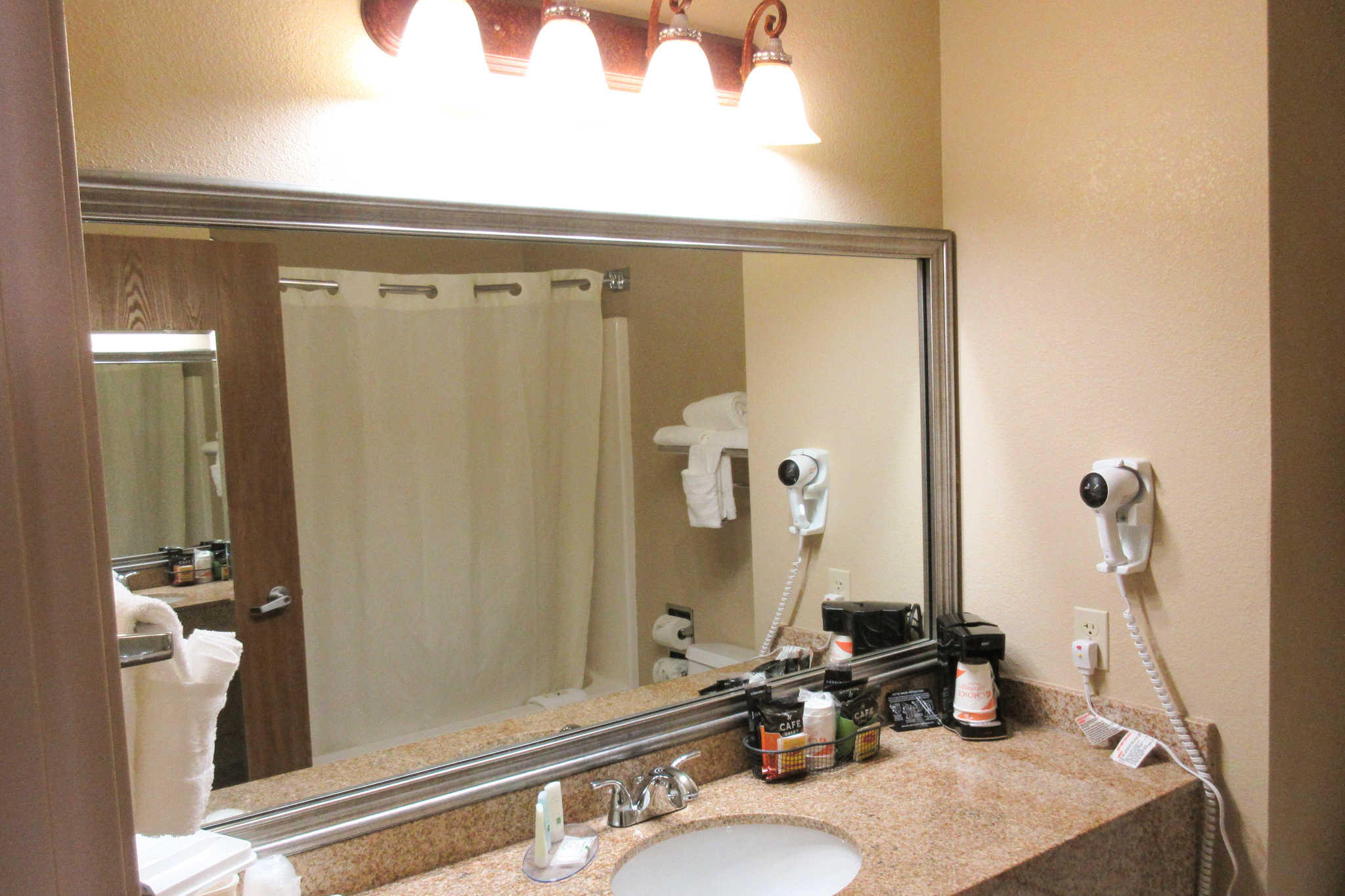 Quality Inn & Suites Lawrence - University Area image 24
