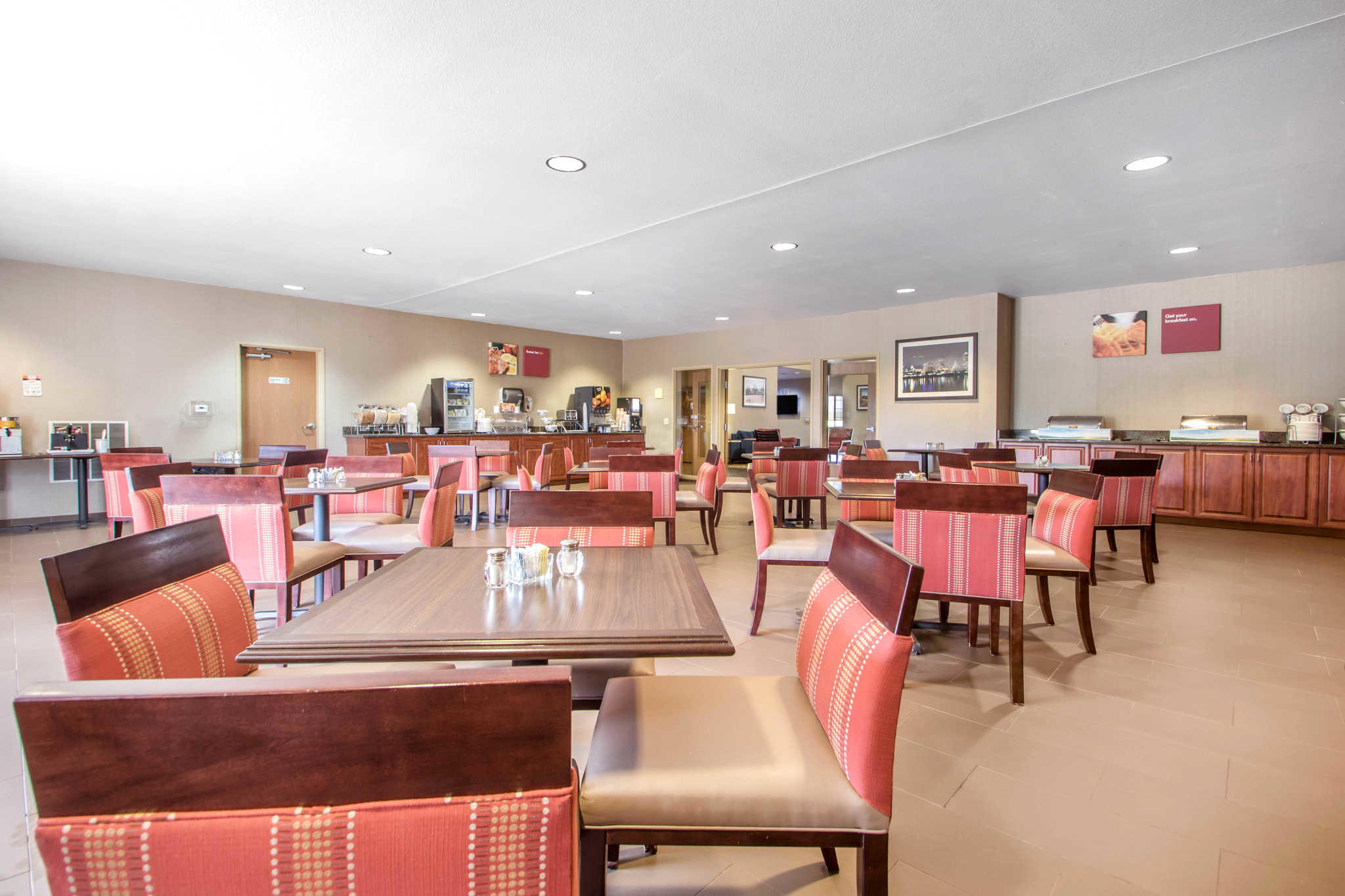 Comfort Suites Johnson Creek Conference Center image 24