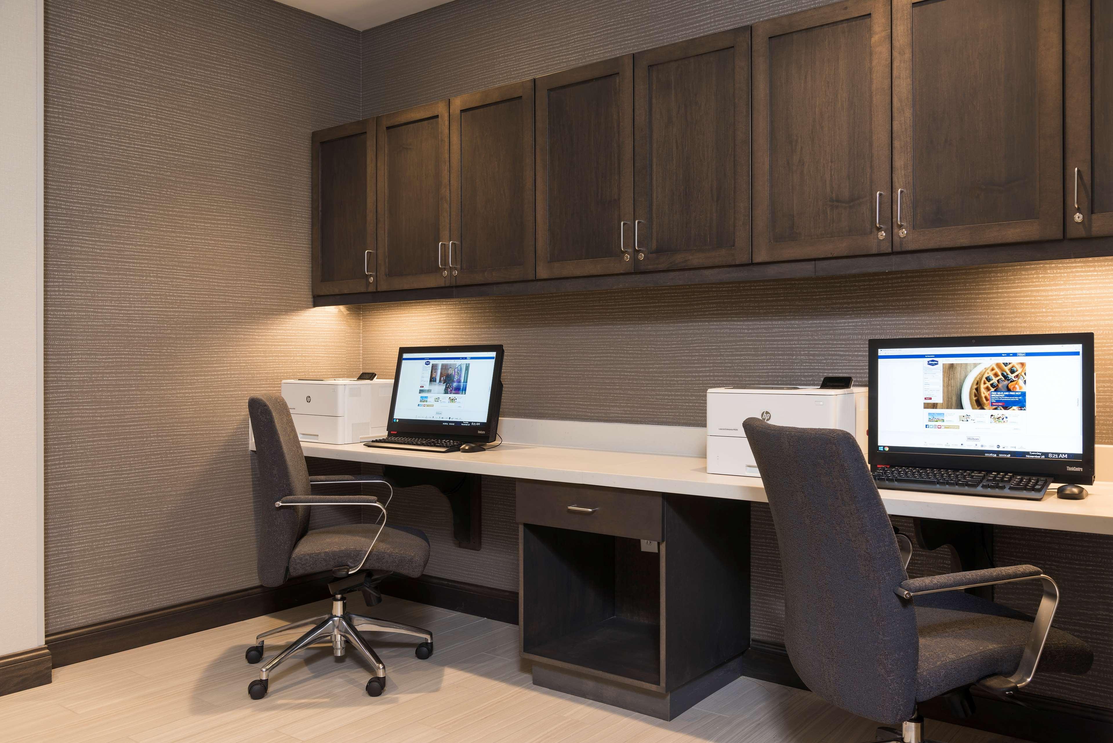 Hampton Inn & Suites Indianapolis-Keystone image 40