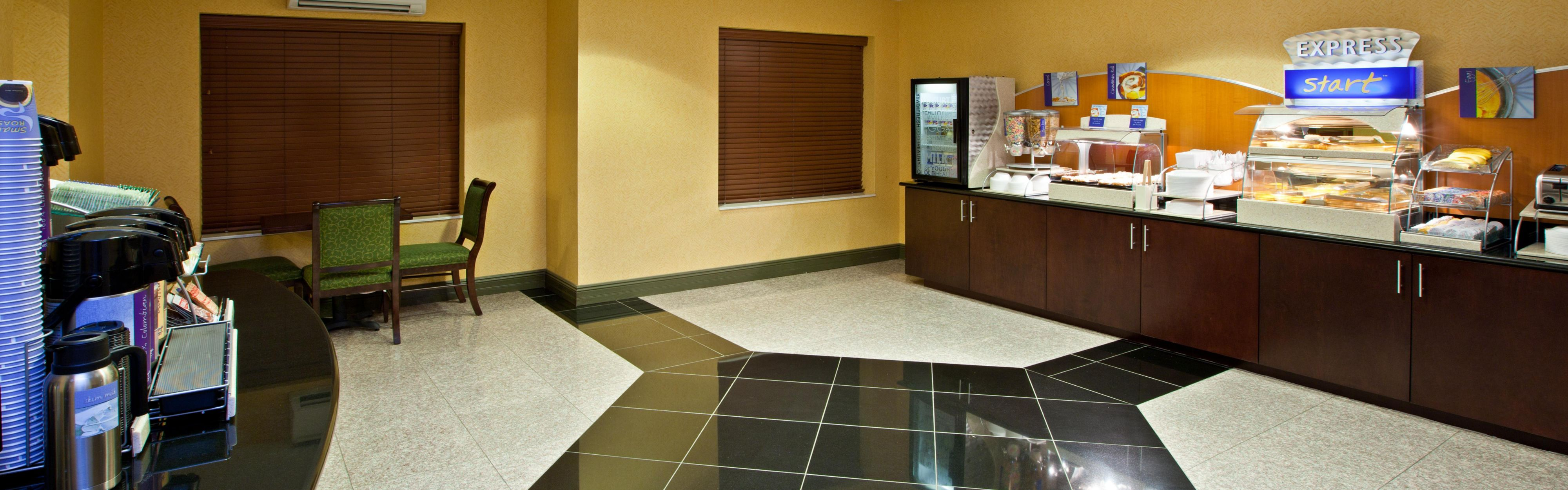 Holiday Inn Express & Suites Indianapolis - East image 3