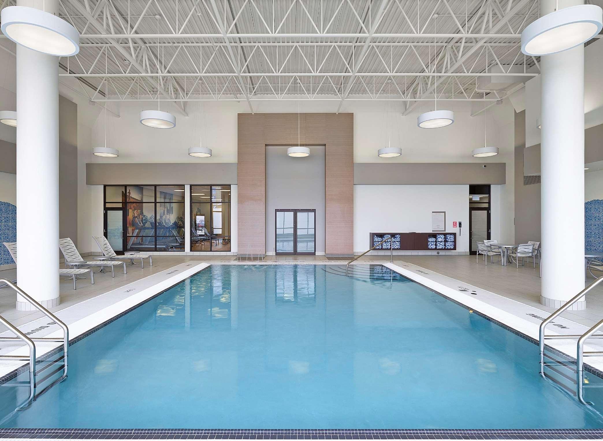 DoubleTree by Hilton Hotel West Edmonton in Edmonton: Pool