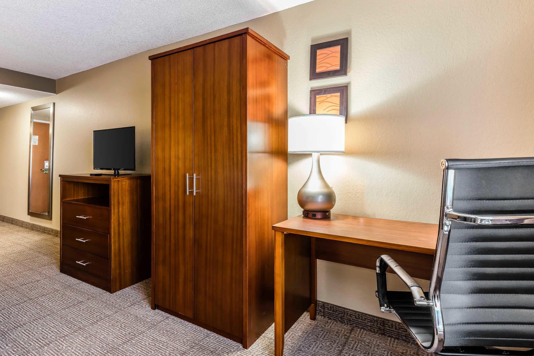 Comfort Inn & Suites Airport-American Way image 10