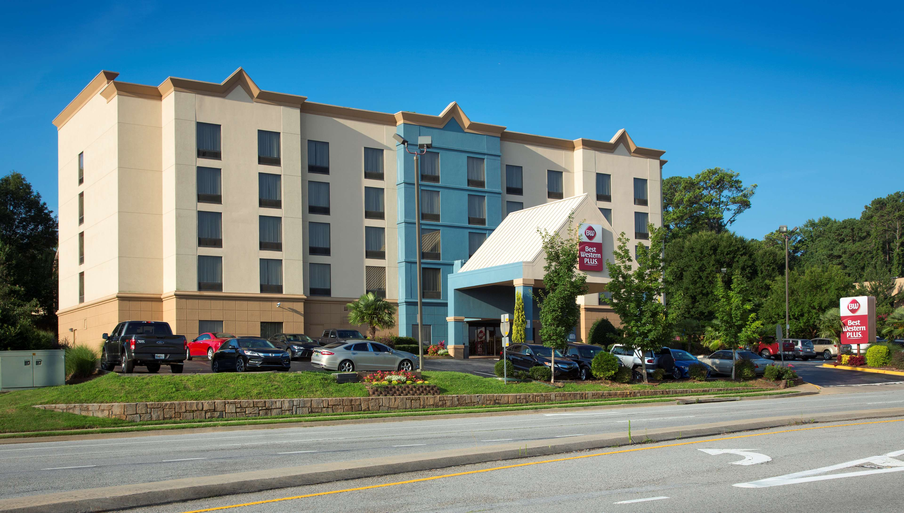 Best Western Plus Hotel & Suites Airport South image 1