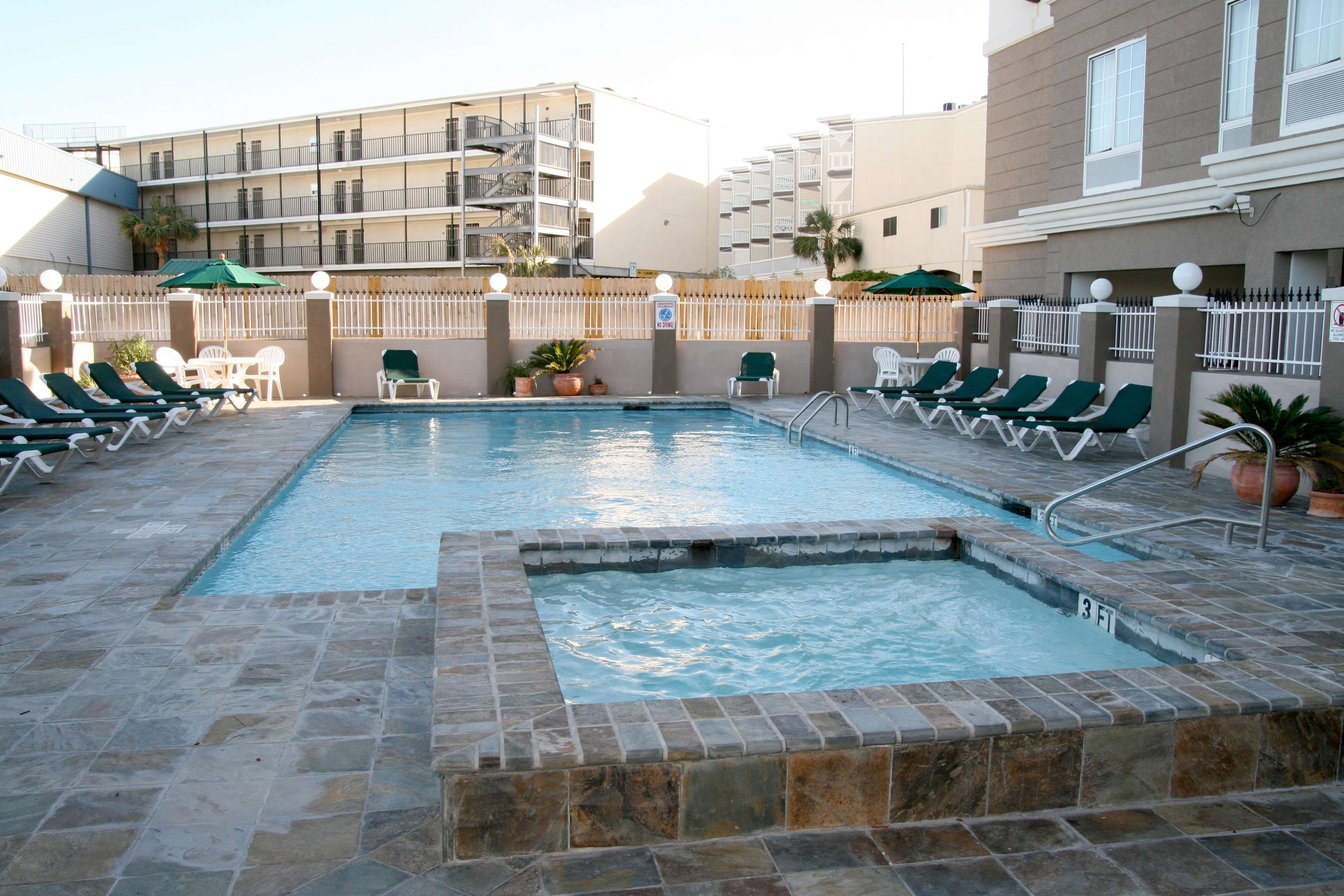 Hampton Inn & Suites Galveston image 9