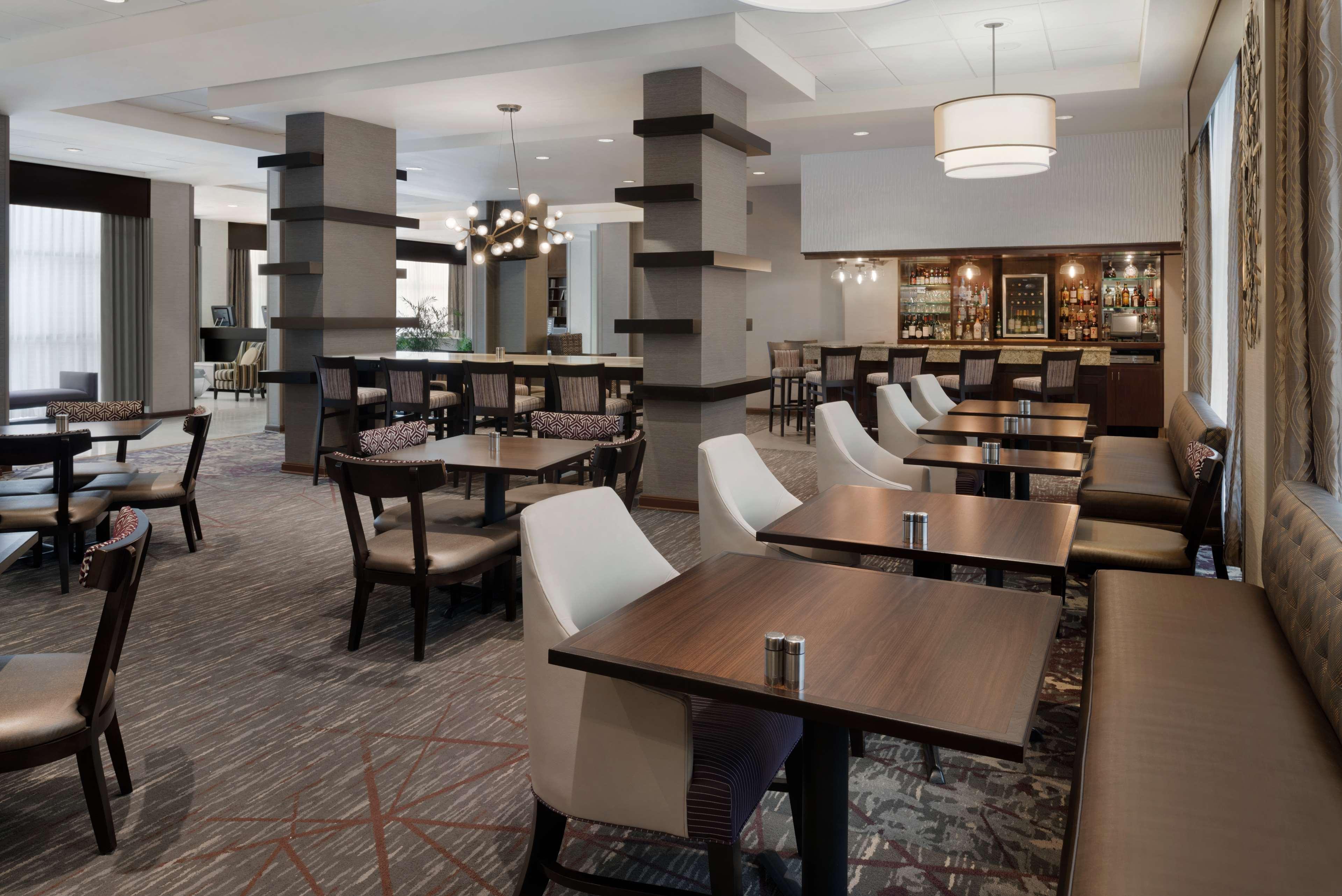 DoubleTree by Hilton Hotel Milwaukee - Brookfield image 11