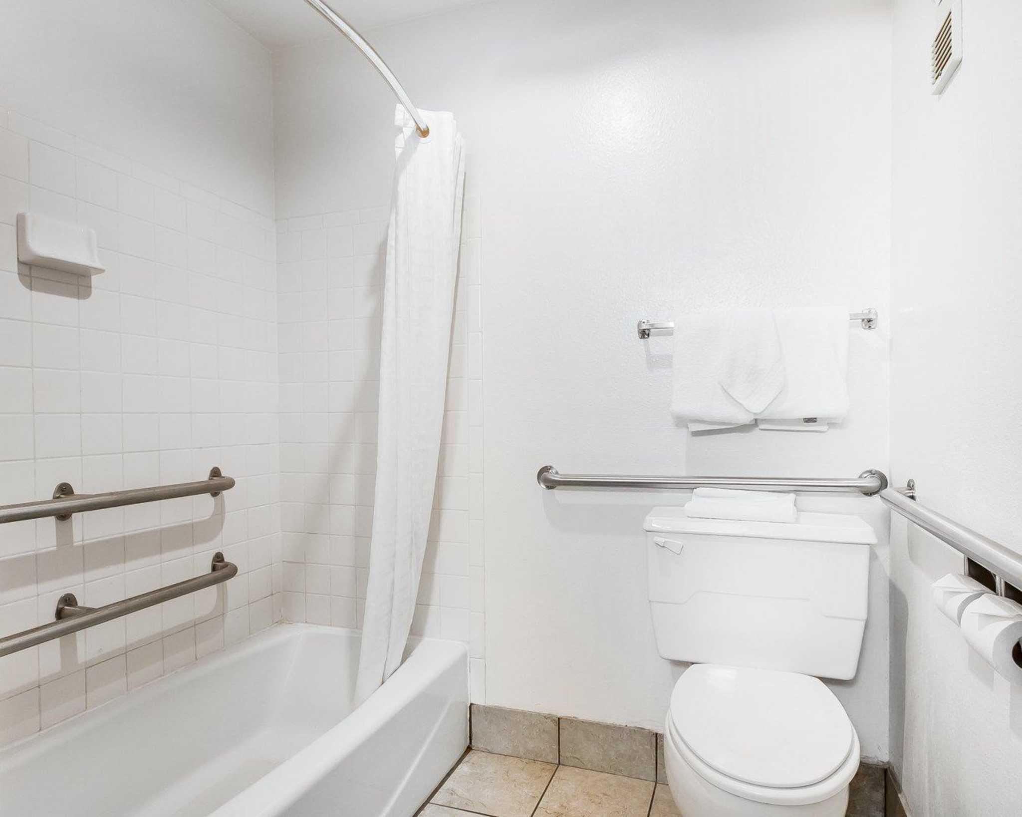 Rodeway Inn & Suites WI Madison-Northeast image 14