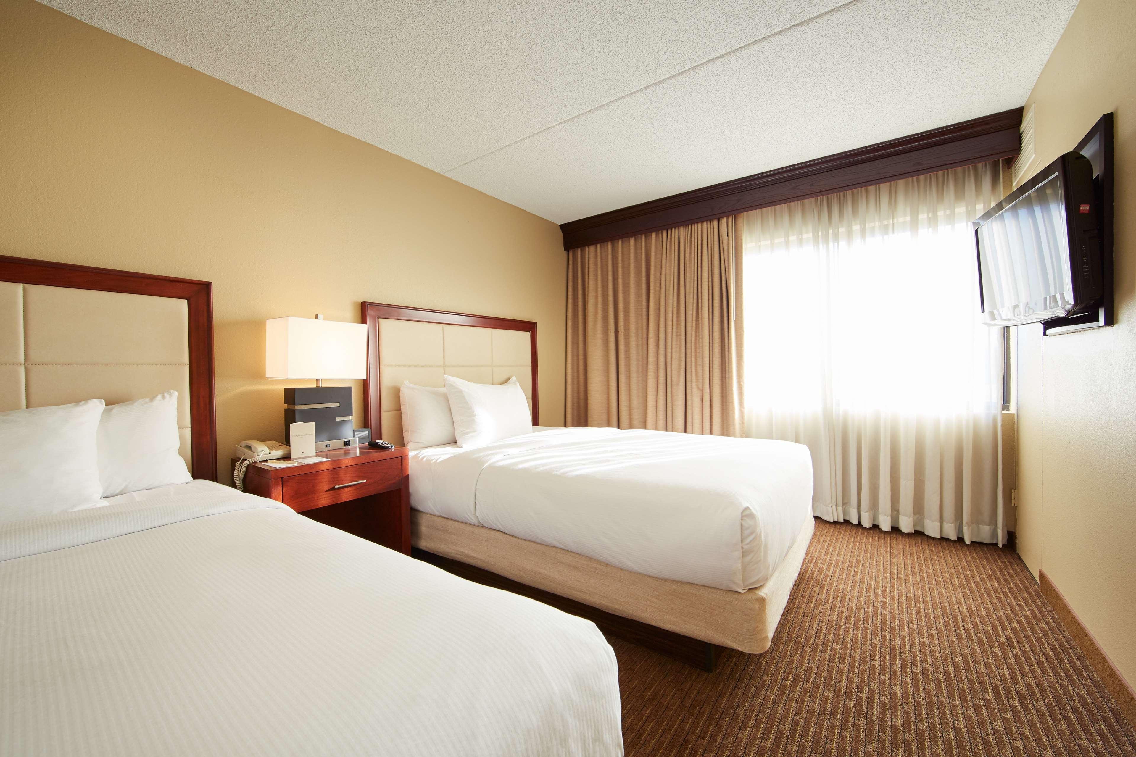 DoubleTree Suites by Hilton Hotel Cincinnati - Blue Ash image 12