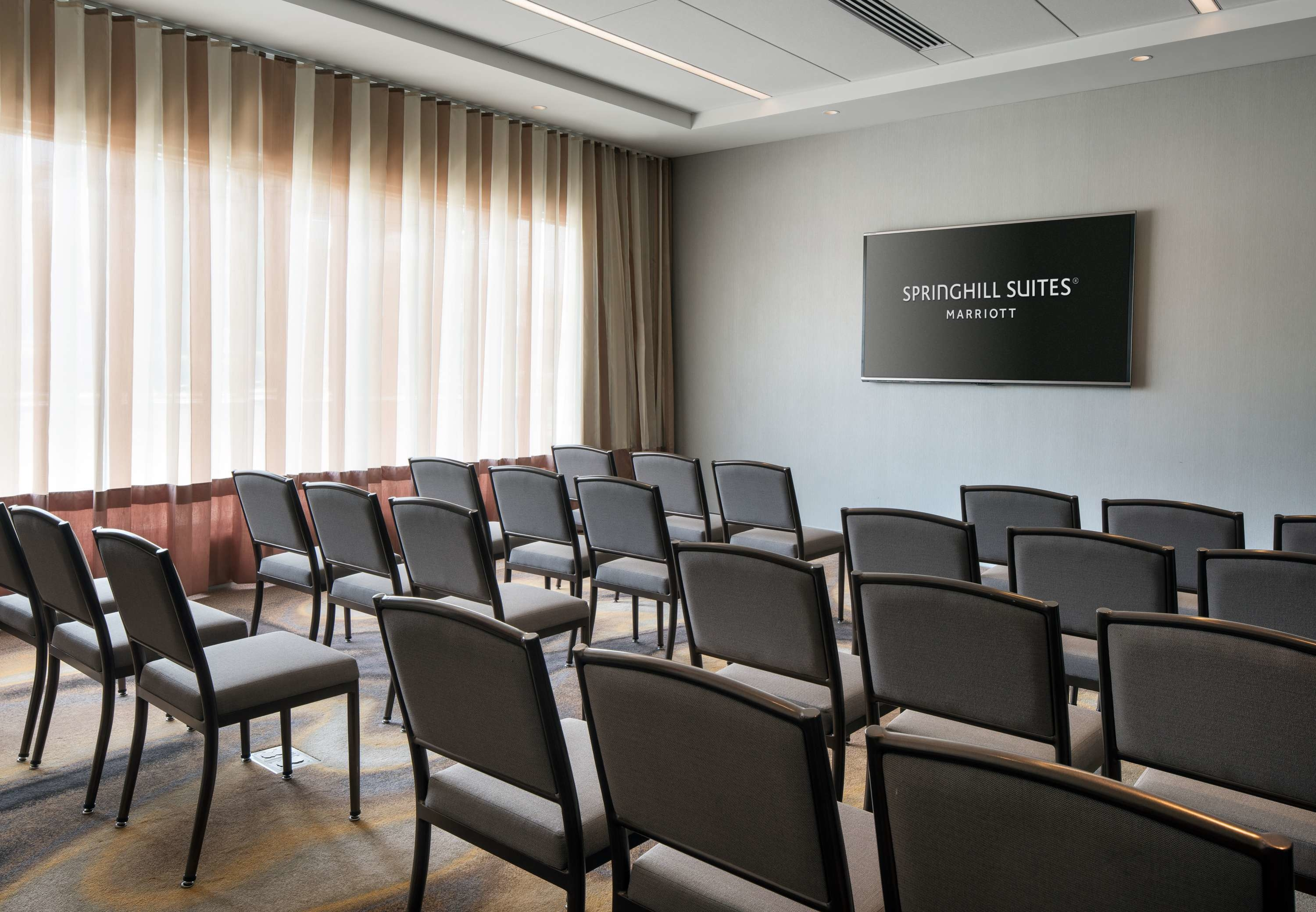 Meeting Space Theater Setup - If you're planning to host an intimate presentation or lecture, our conference room in Burbank, California is the ideal solution. High-quality audiovisual equipment and h