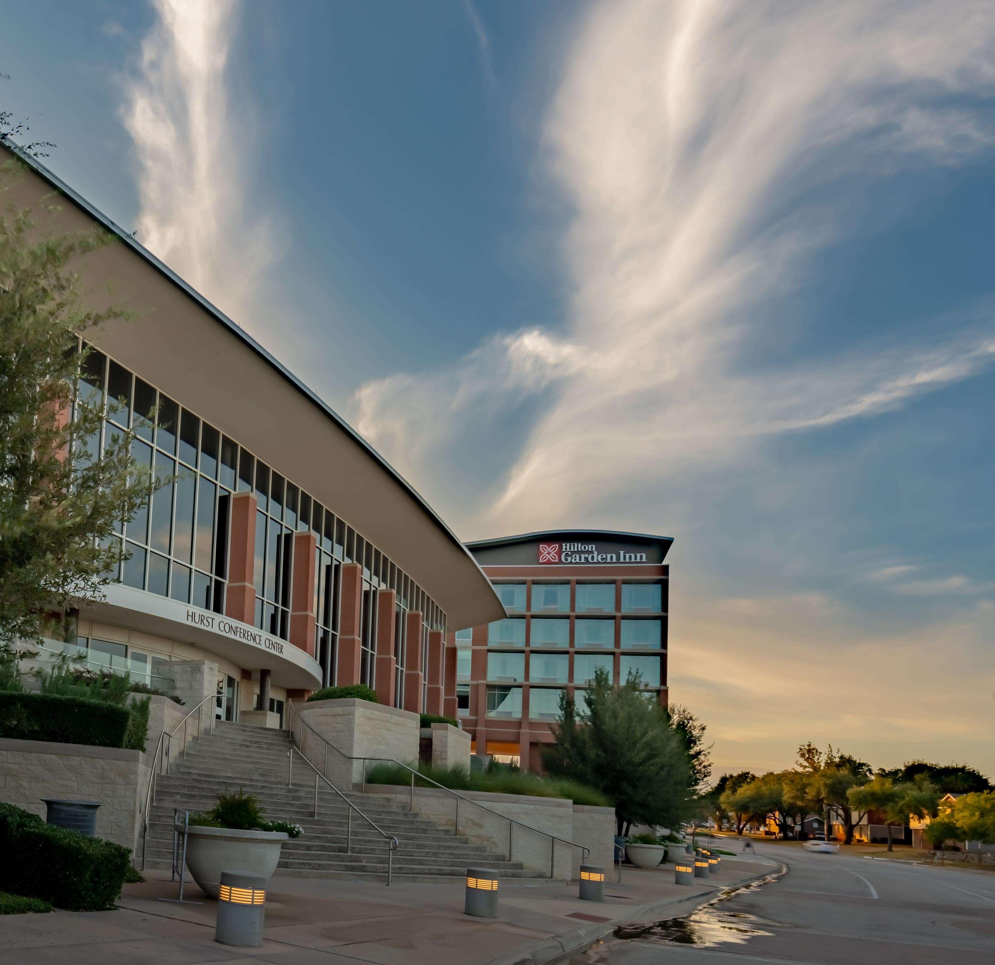 Hilton Garden Inn Dallas at Hurst Conference Center image 5