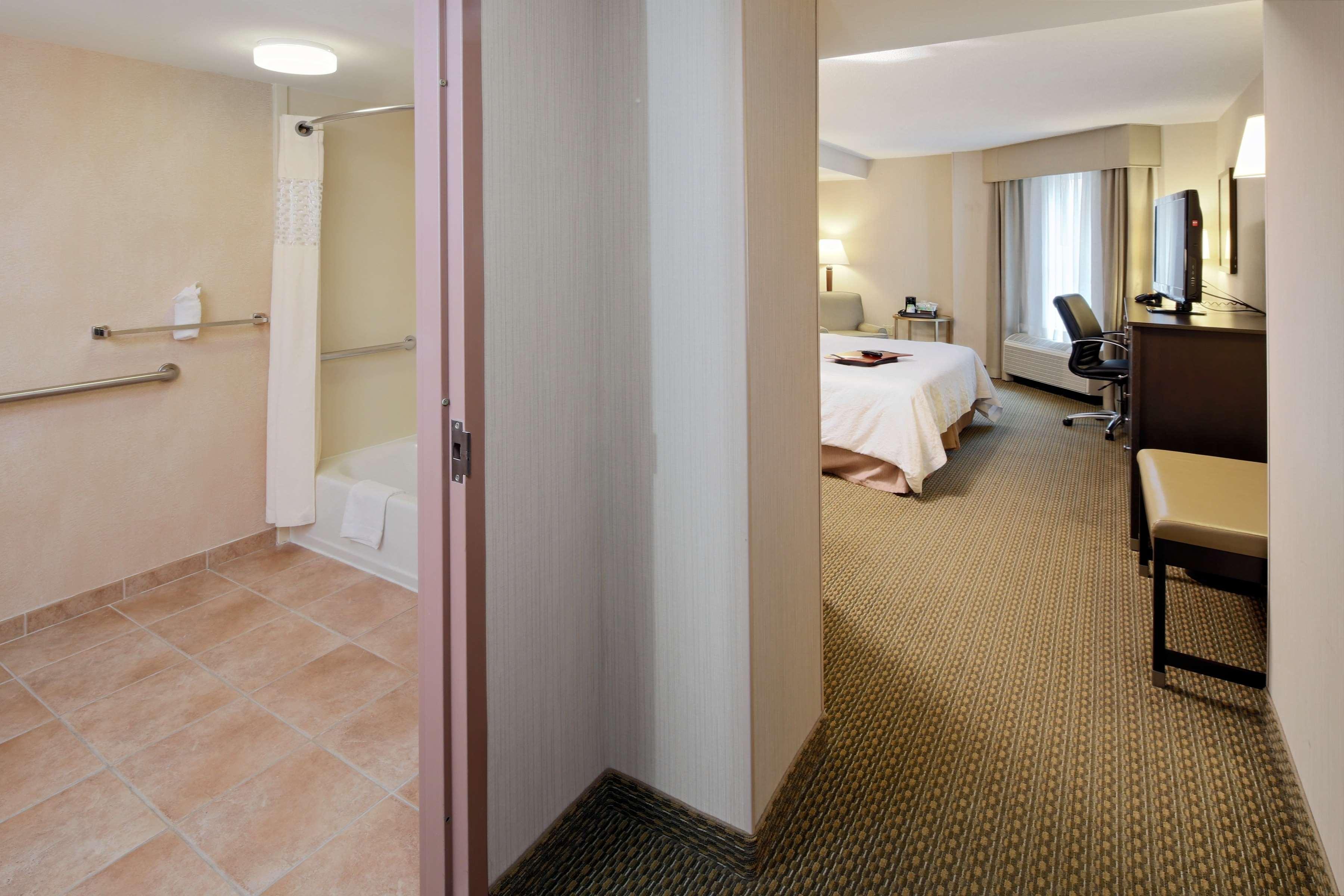 Hampton Inn & Suites Reagan National Airport image 16
