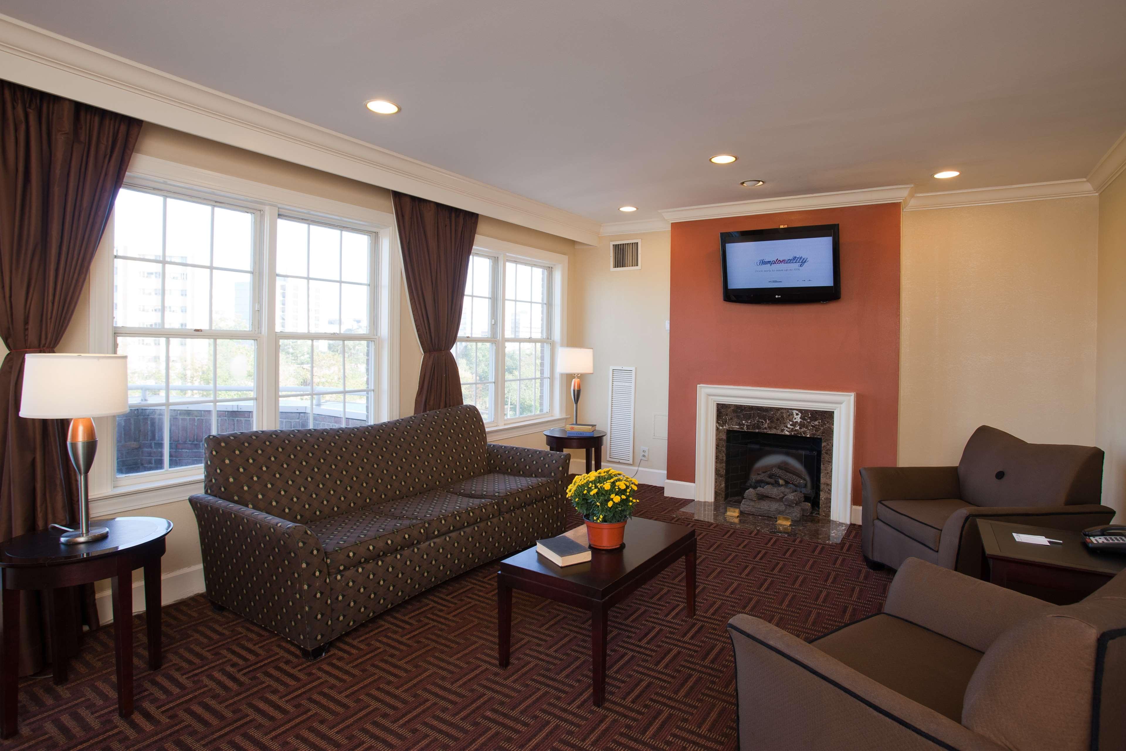 Hampton Inn & Suites Stamford image 37