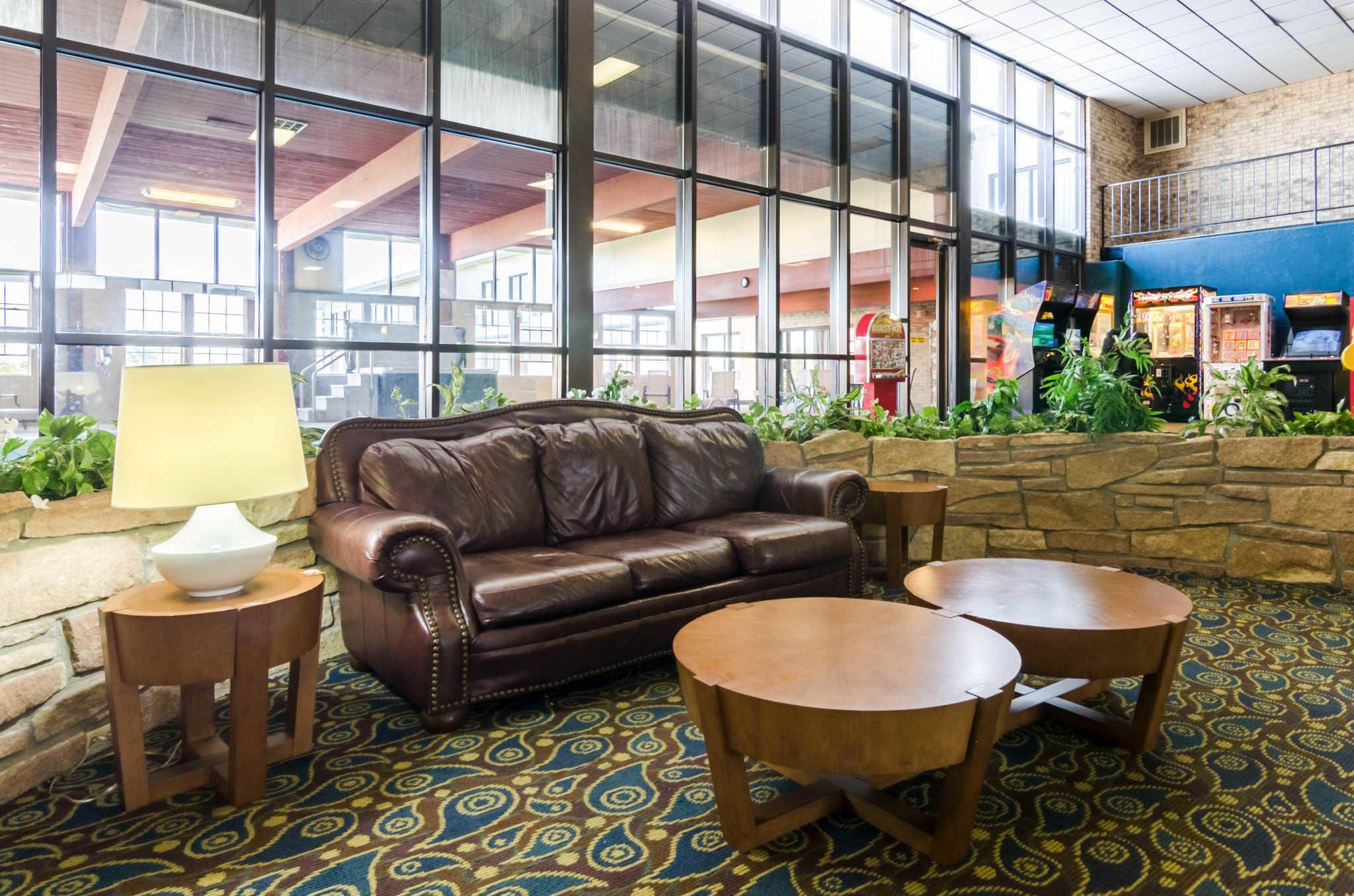 Quality Inn & Suites image 55