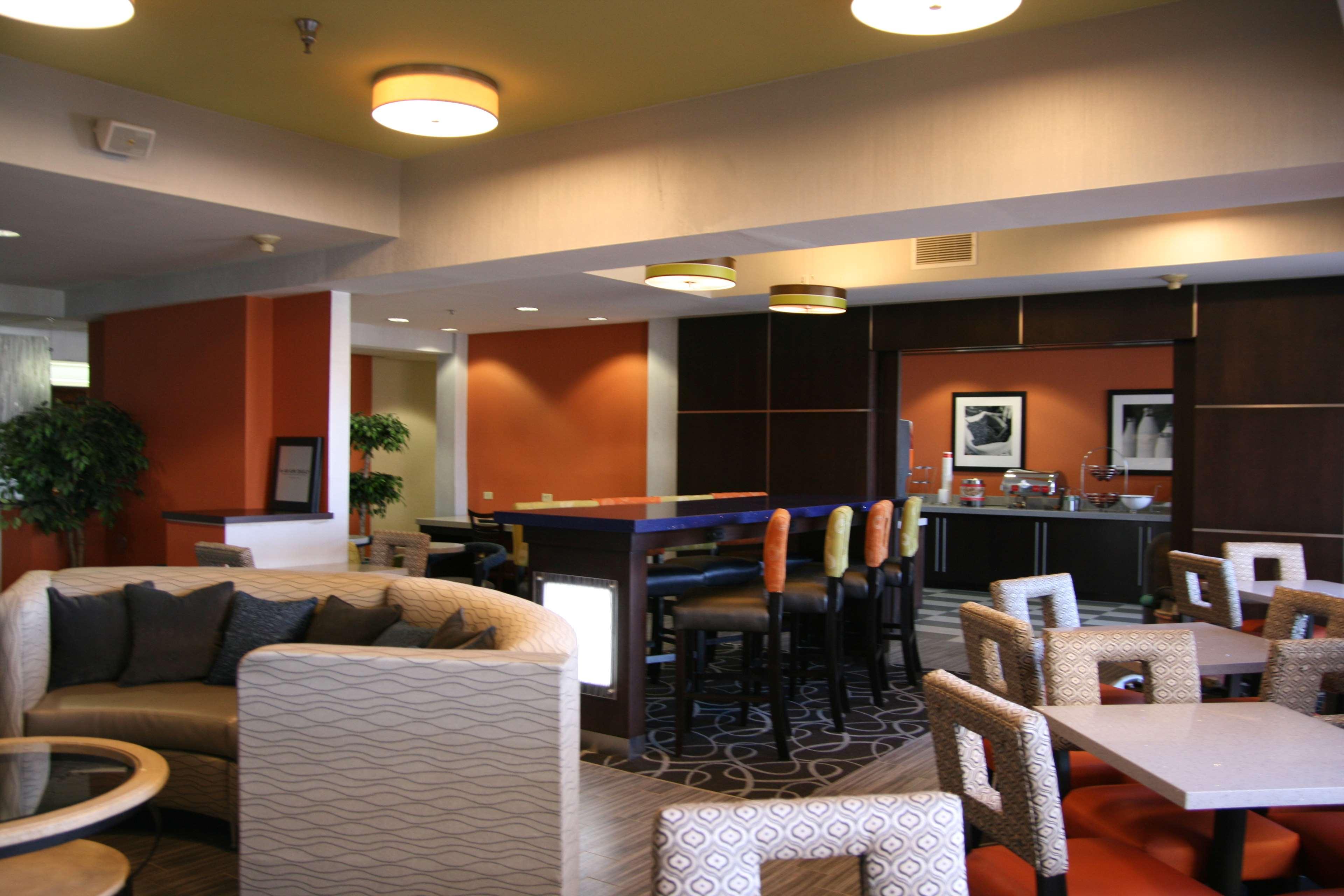 Hampton Inn Springfield image 11