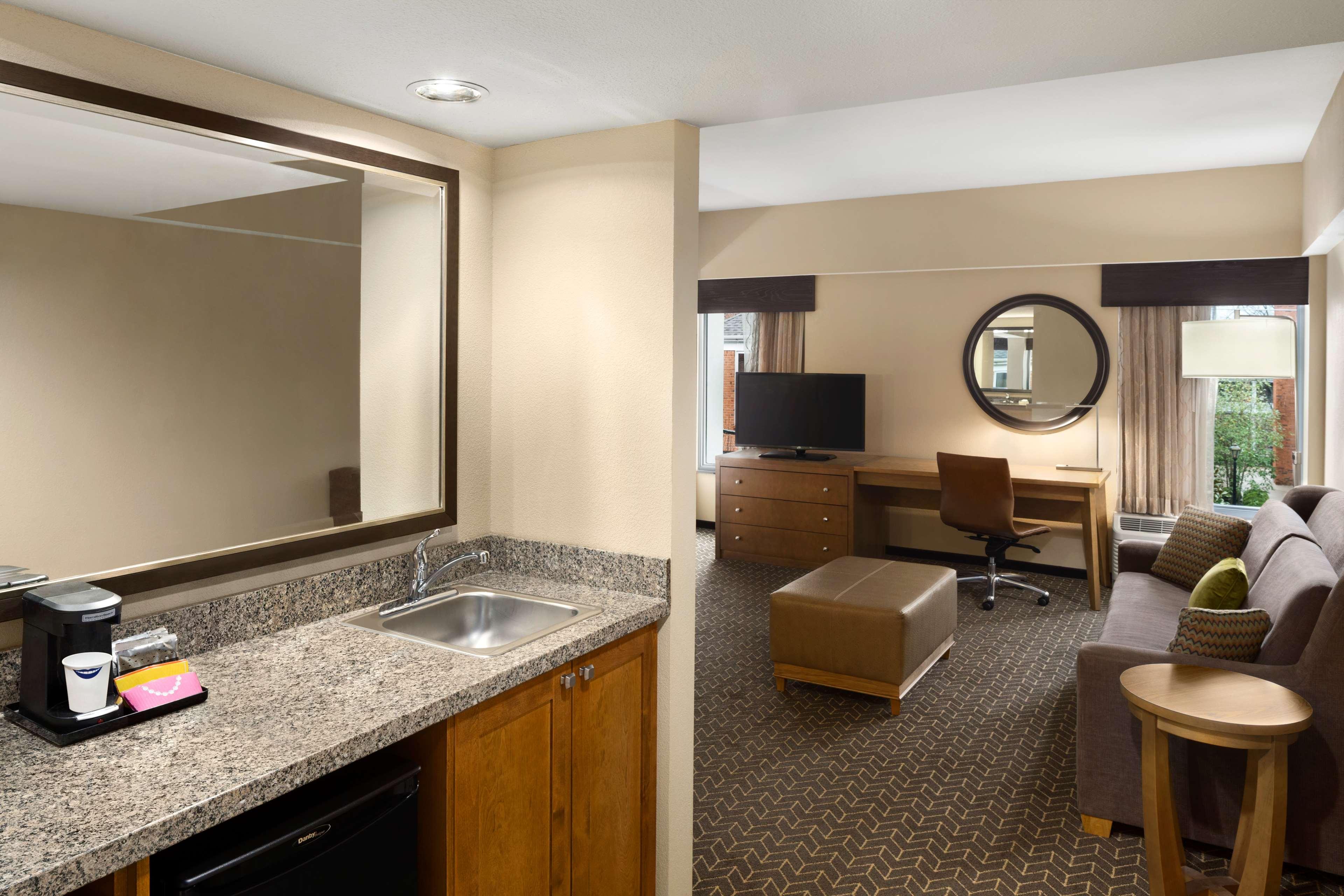 Hampton Inn and Suites Clayton/St Louis-Galleria Area image 15