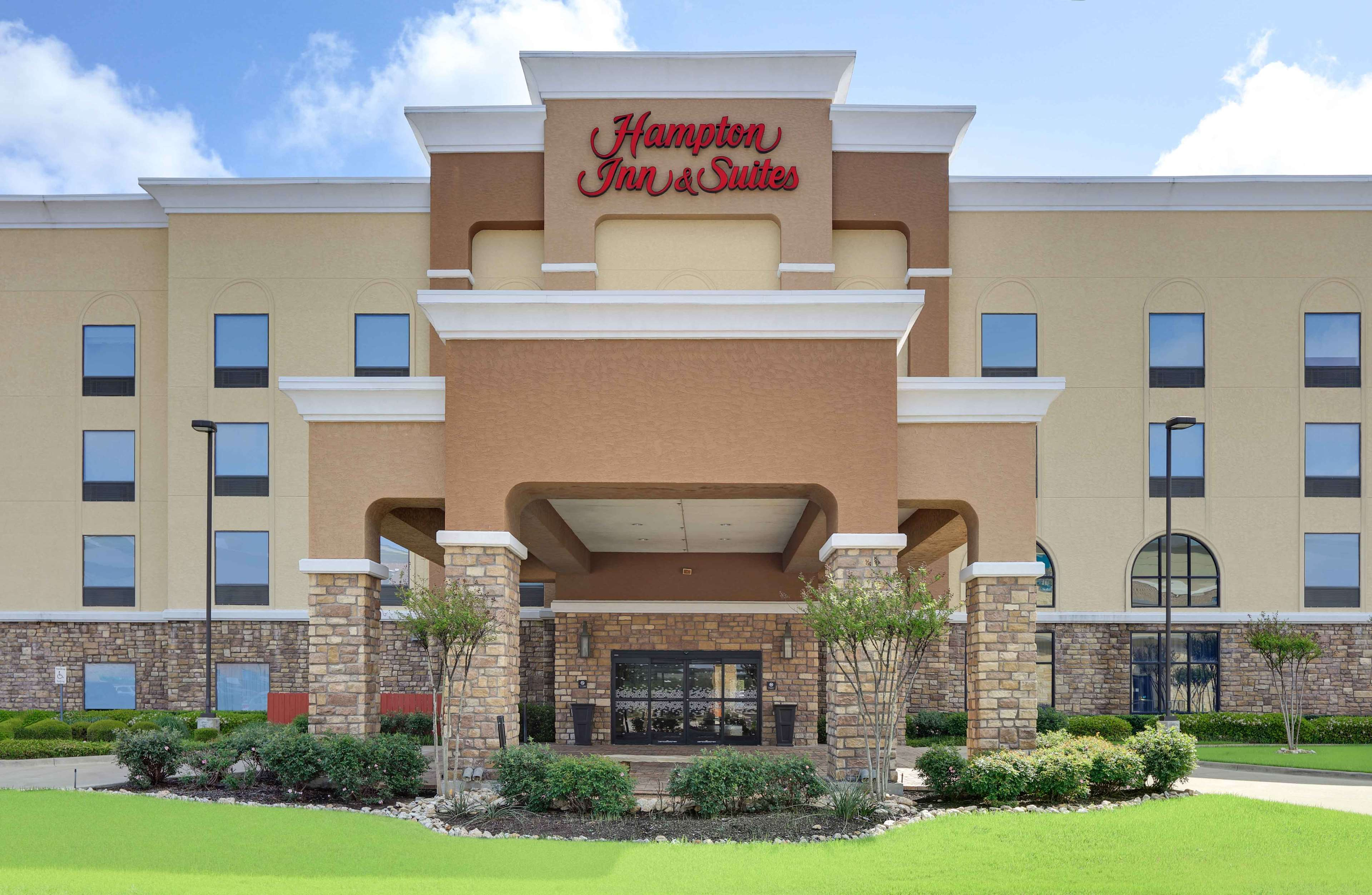 Hampton Inn & Suites Dallas-Arlington-South image 1