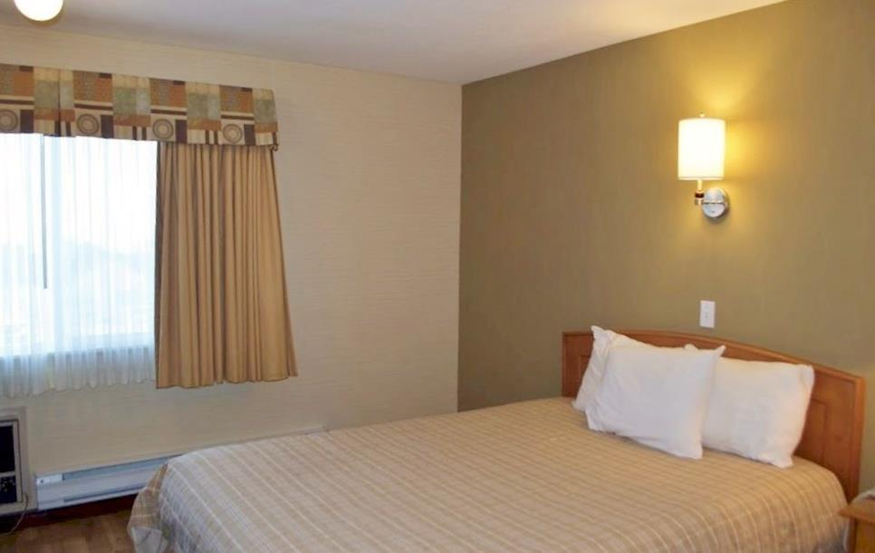 Canadas Best Value Inn in Kamloops: One Queen Bed
