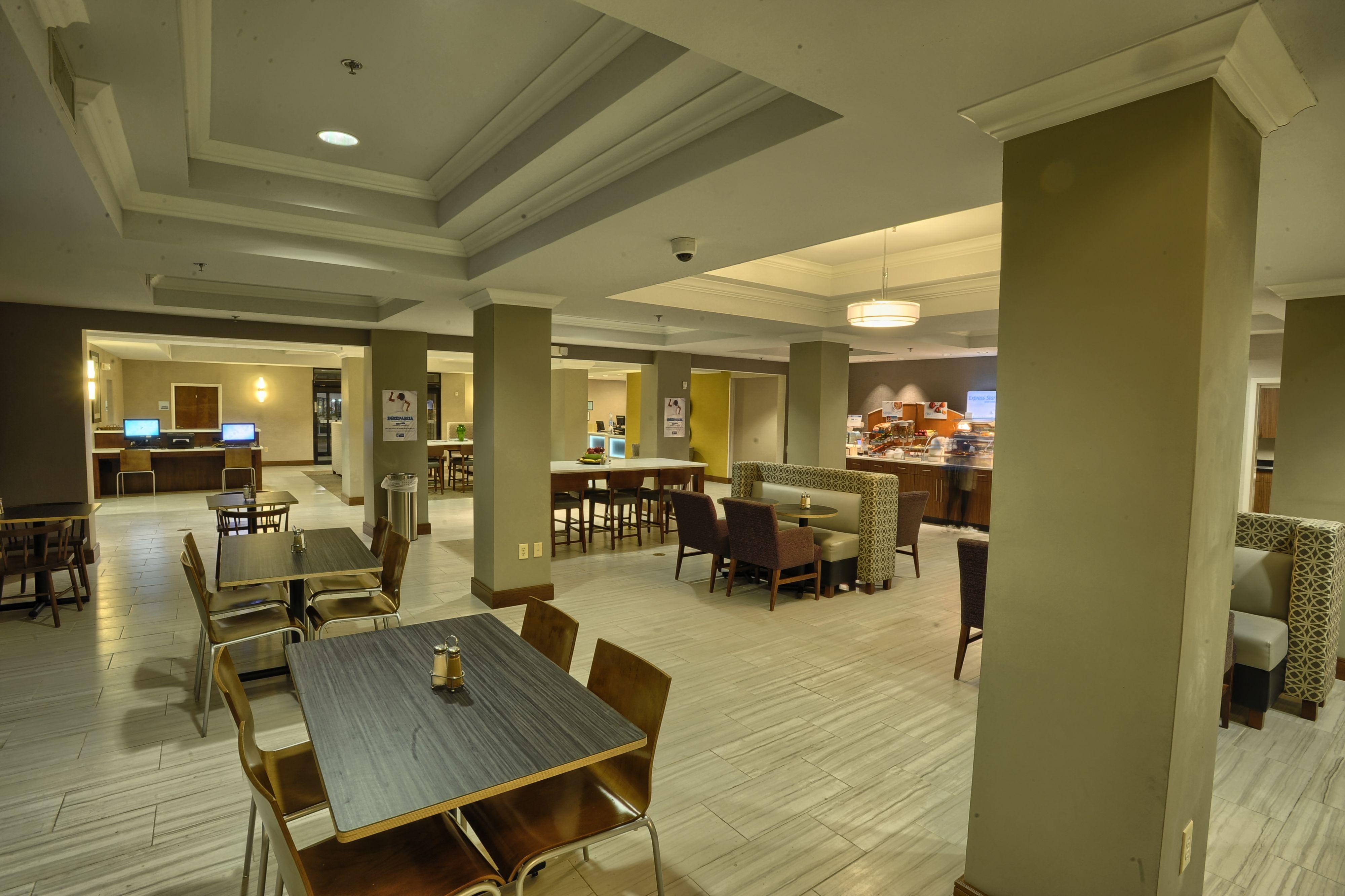 Holiday Inn Express Pell City image 5