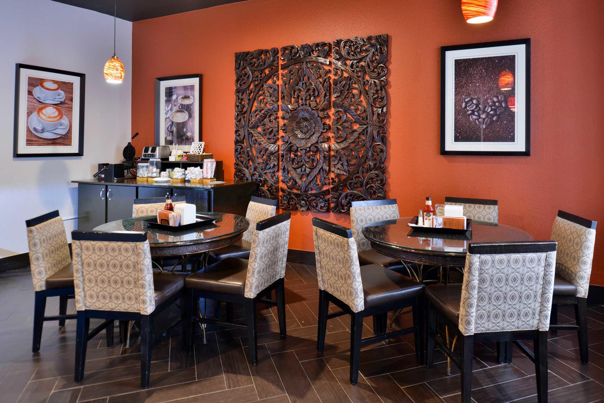 Clarion Inn & Suites Orlando near Theme Parks image 17