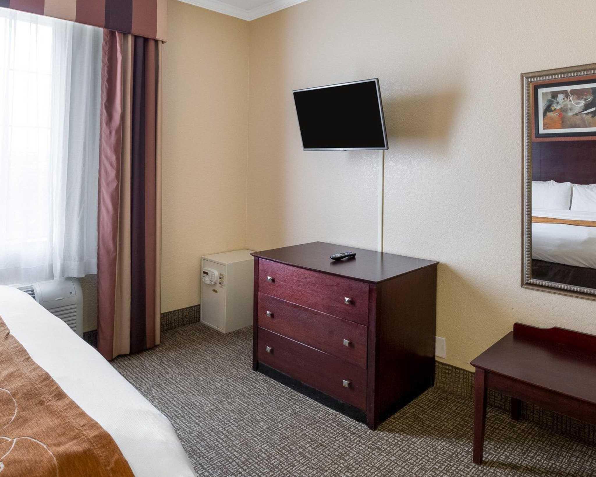 Comfort Suites image 41