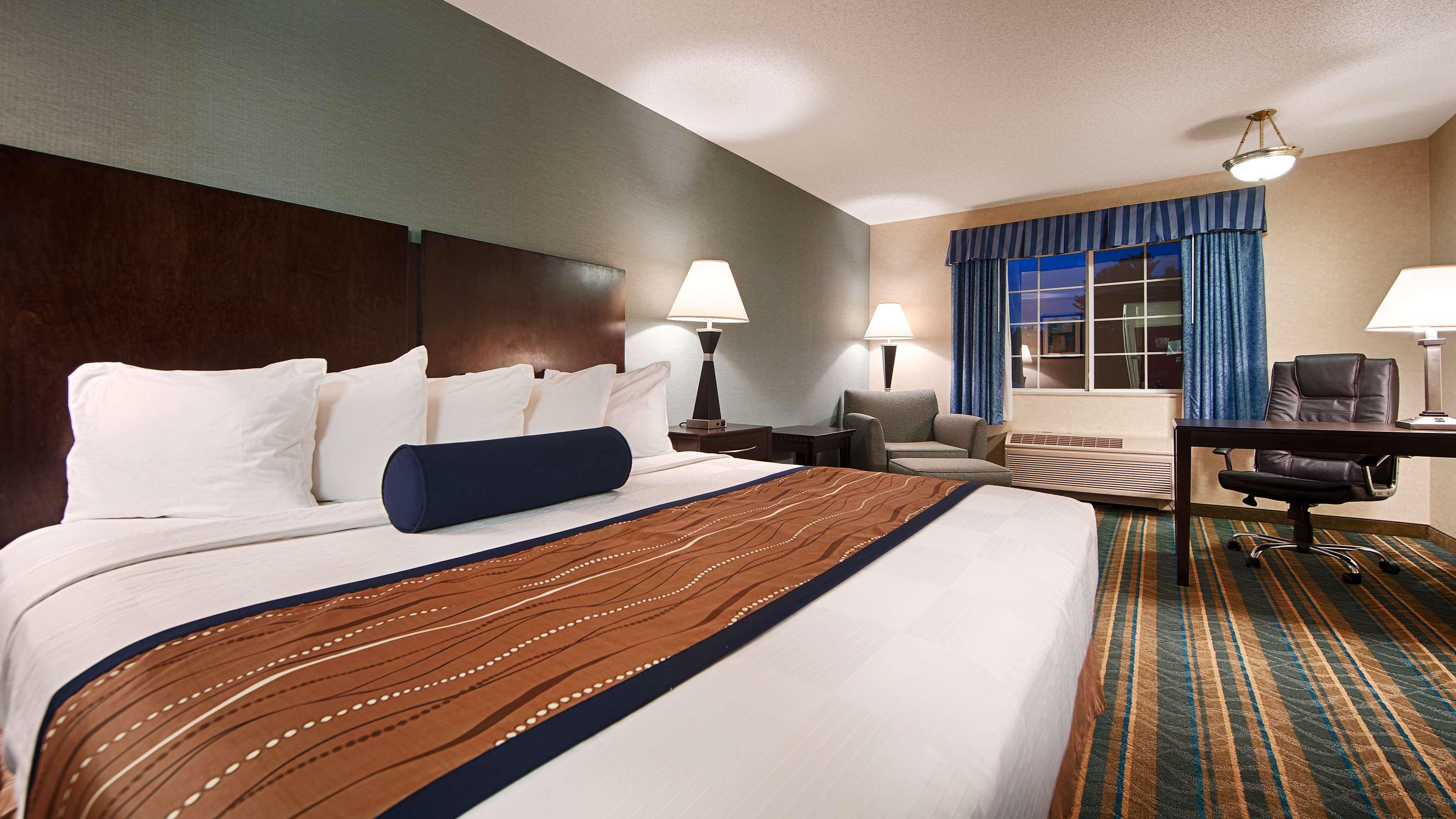Best Western Plus Berkshire Hills Inn & Suites image 18