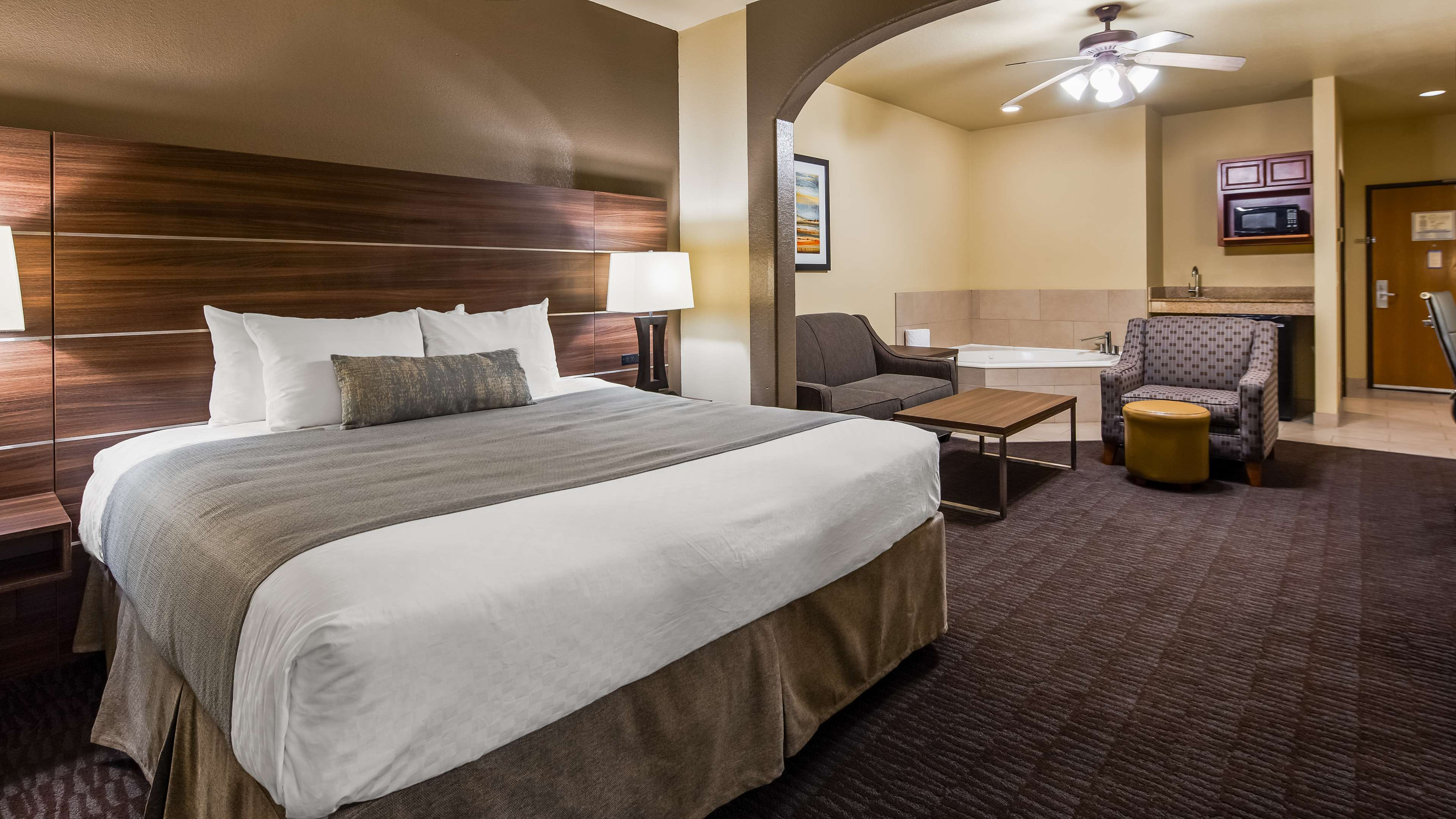Best Western Plus Hill Country Suites image 10