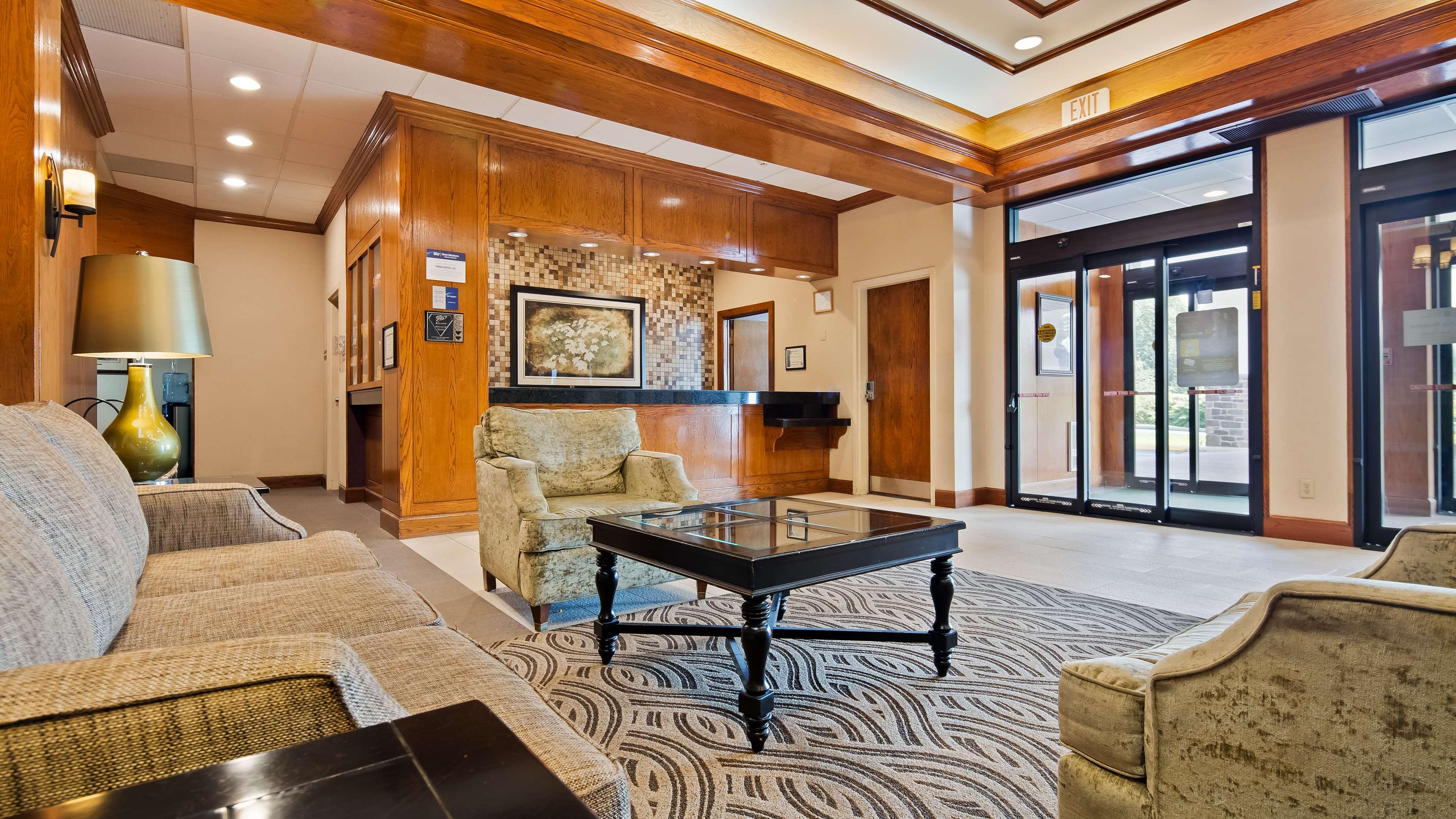 Best Western Plus North Haven Hotel image 3