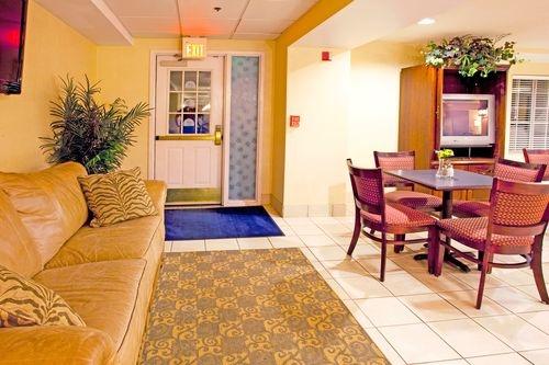Holiday Inn Express Braselton image 4