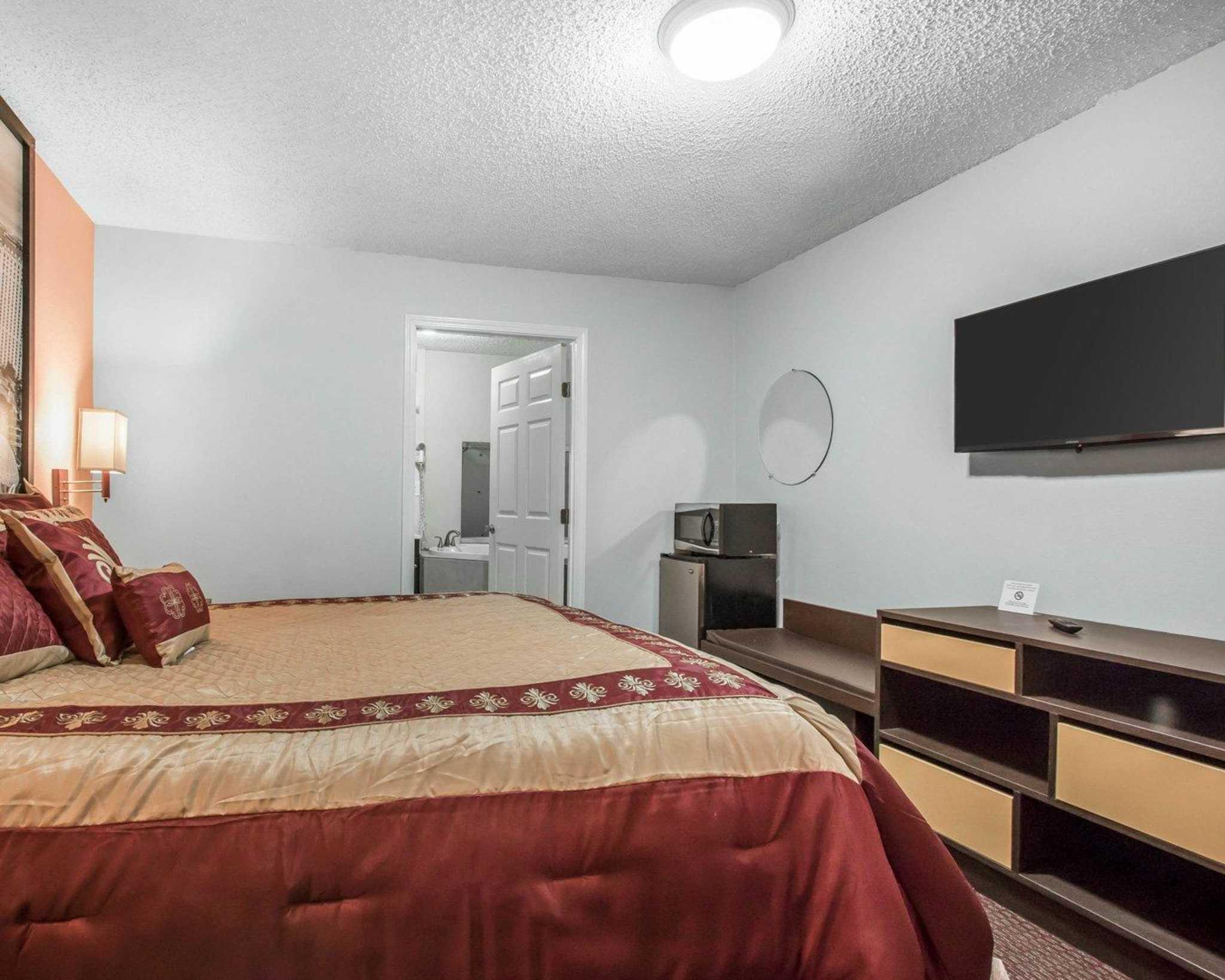 Rodeway Inn image 25