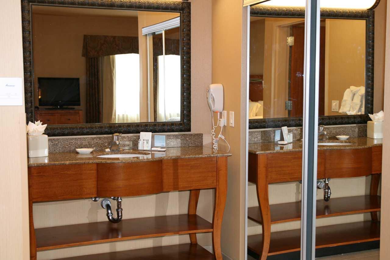 Hampton Inn & Suites Salt Lake City-West Jordan image 17
