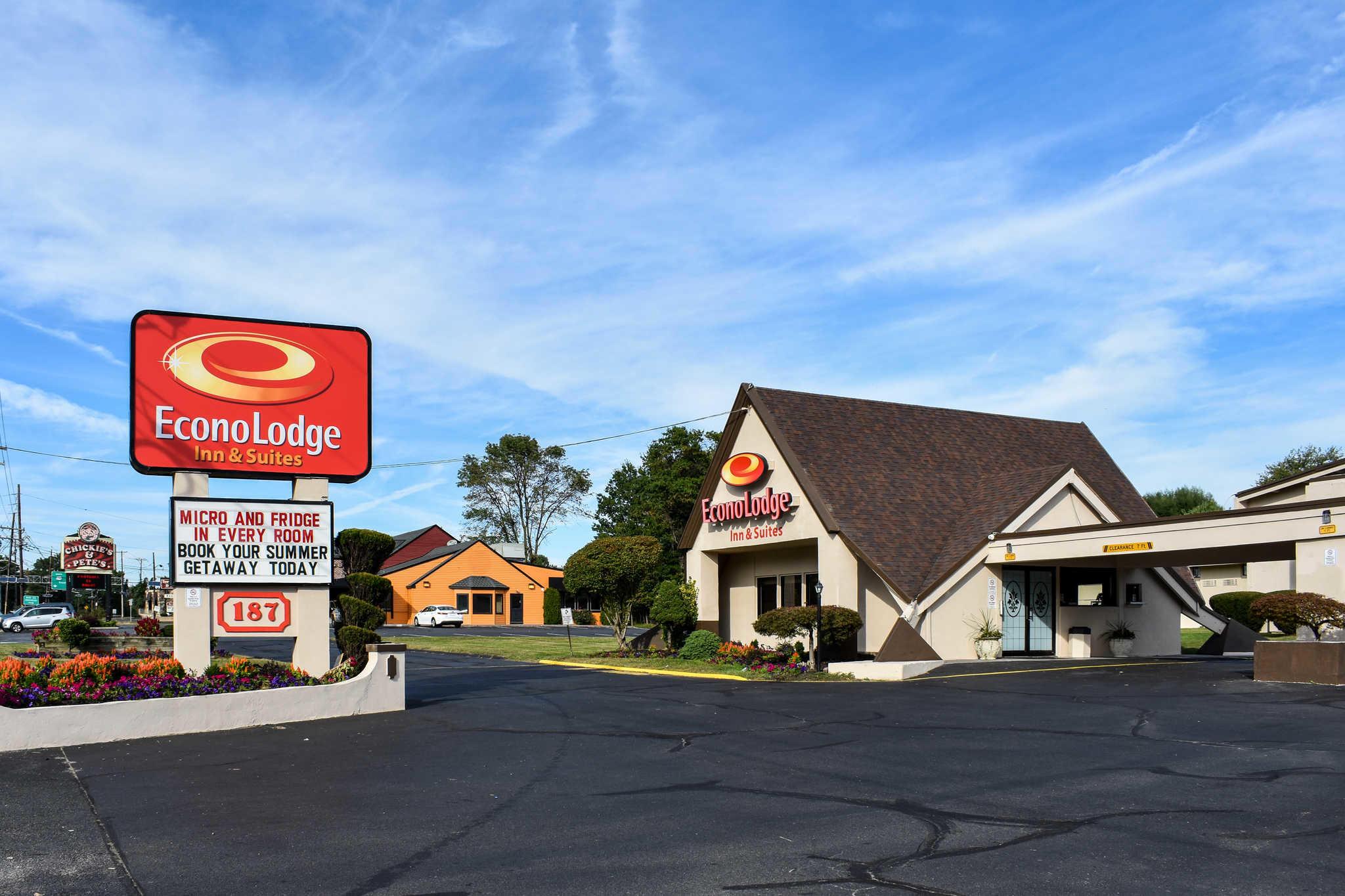 Econo Lodge Inn & Suites - Closed image 1