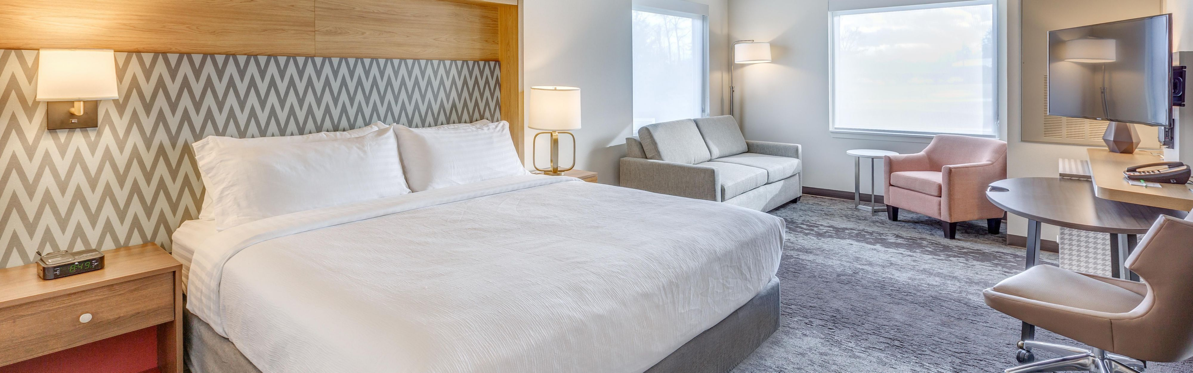 Holiday Inn & Suites Bellingham image 1