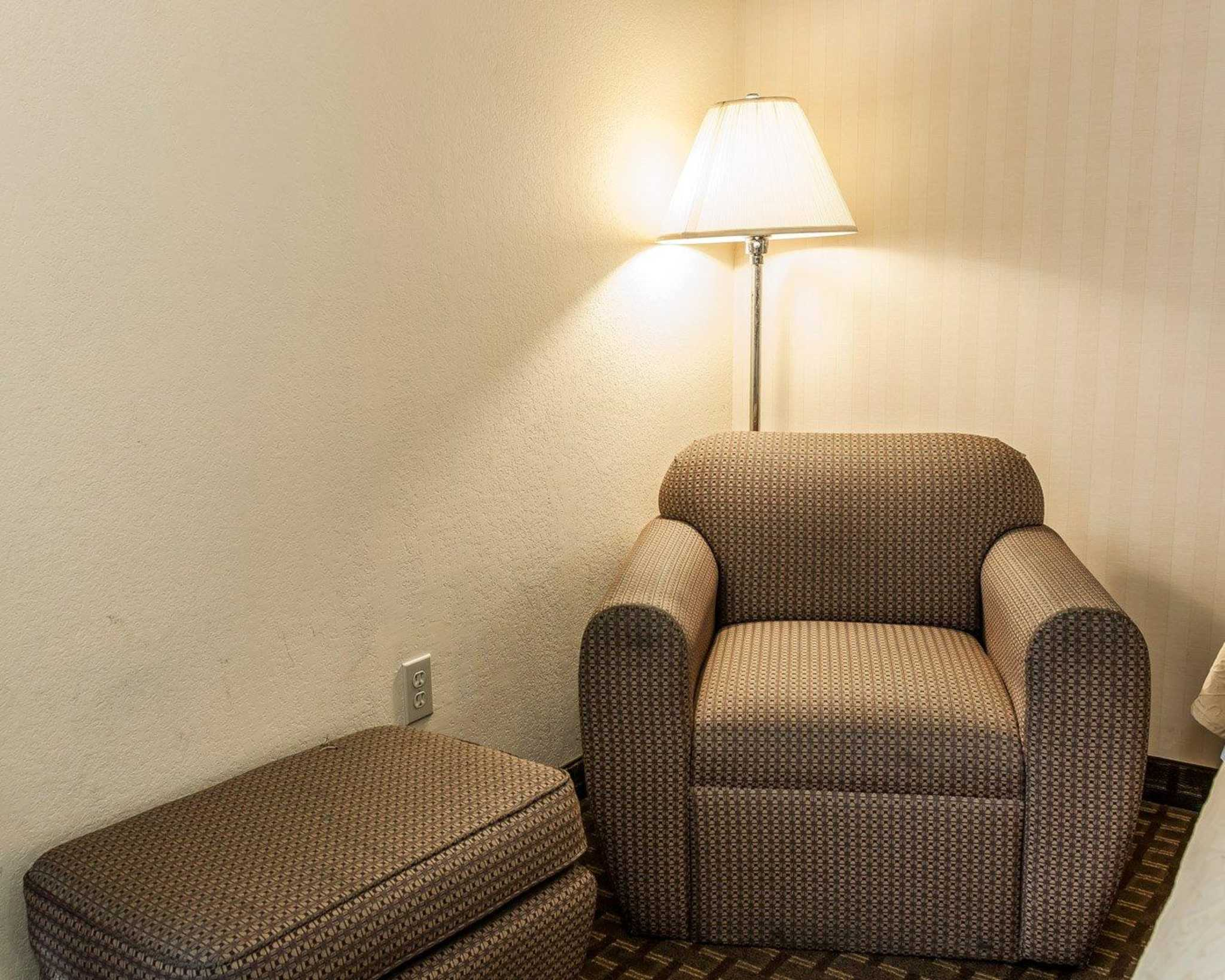 Quality Inn & Suites Shelbyville I-74 image 8