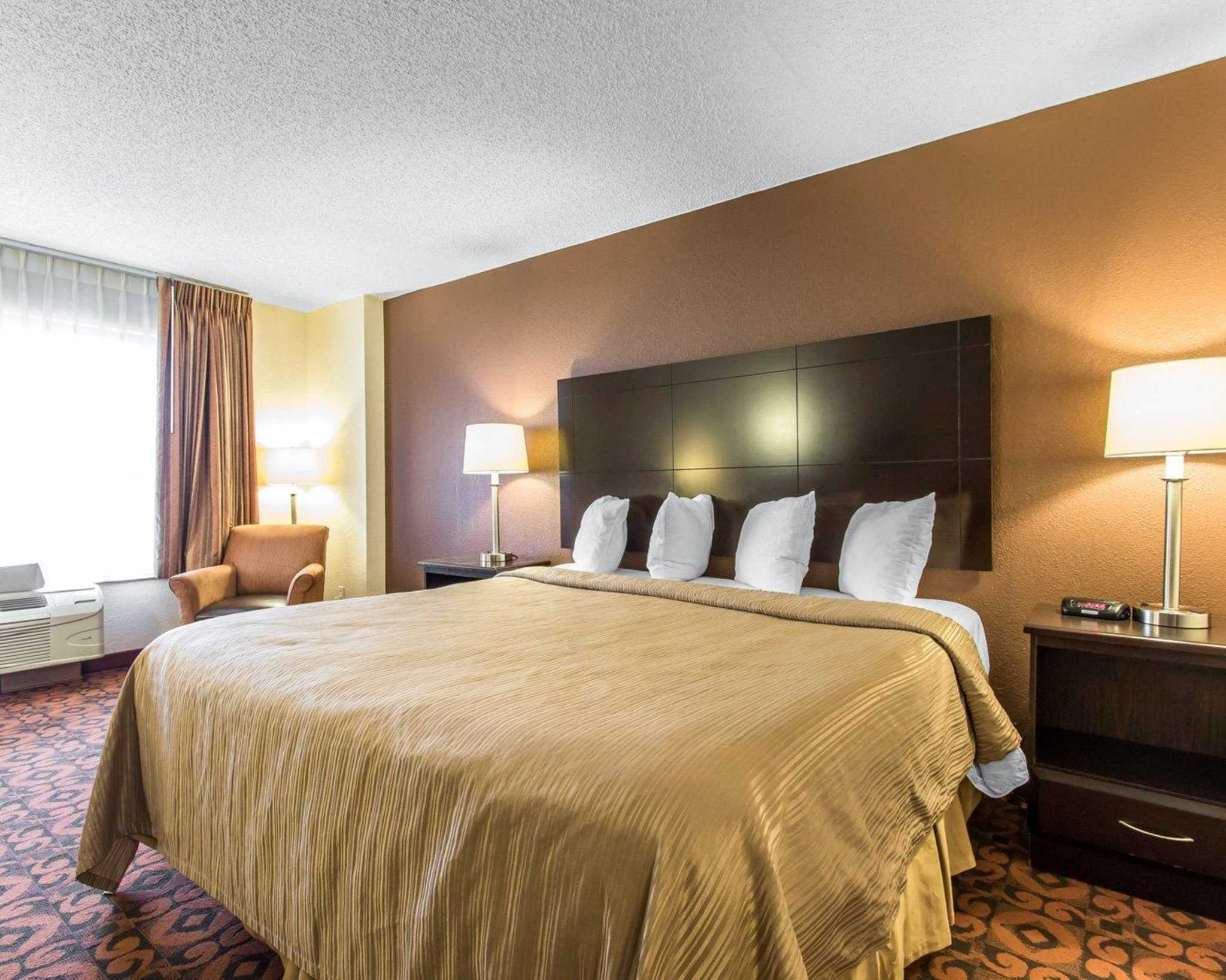 Quality Inn & Suites Fairgrounds West image 13