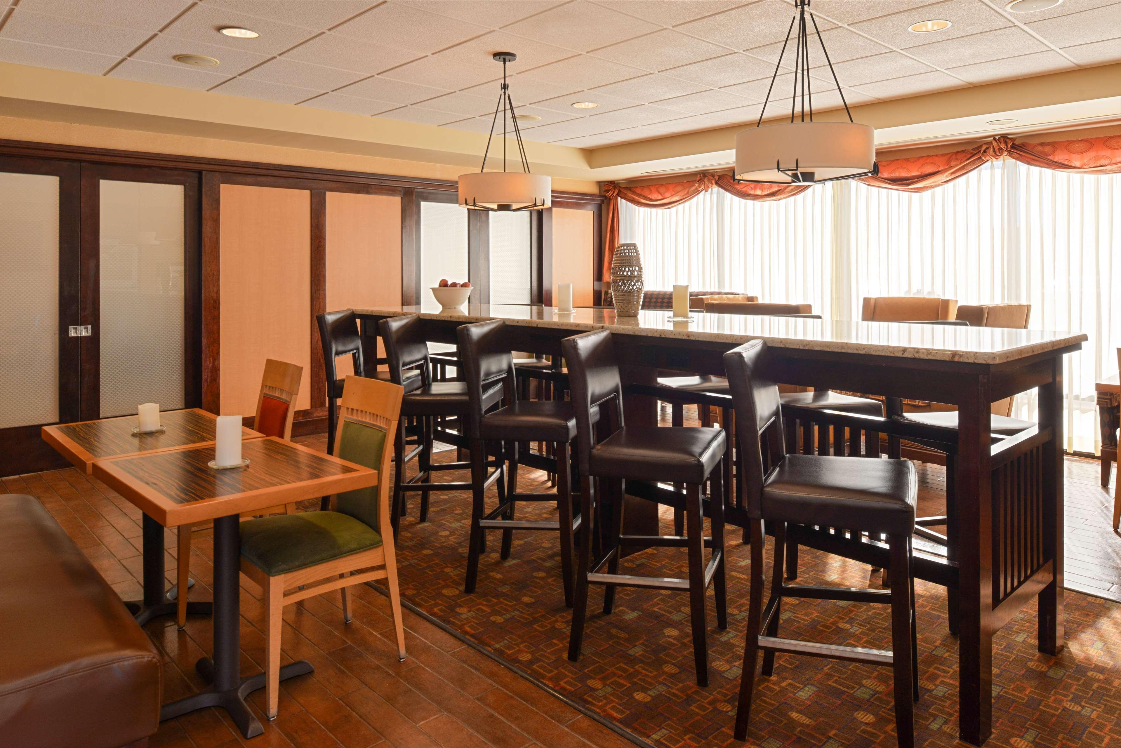 Hampton Inn Albuquerque-University/Midtown image 7