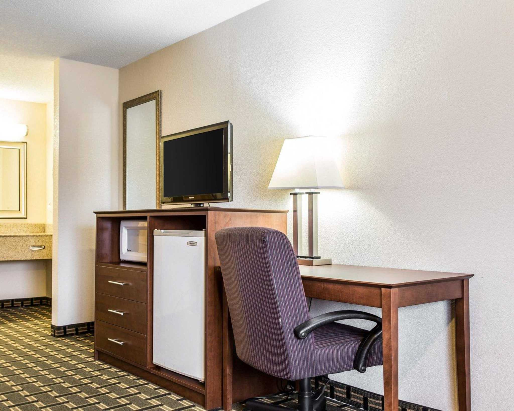 Quality Inn & Suites Southlake image 26