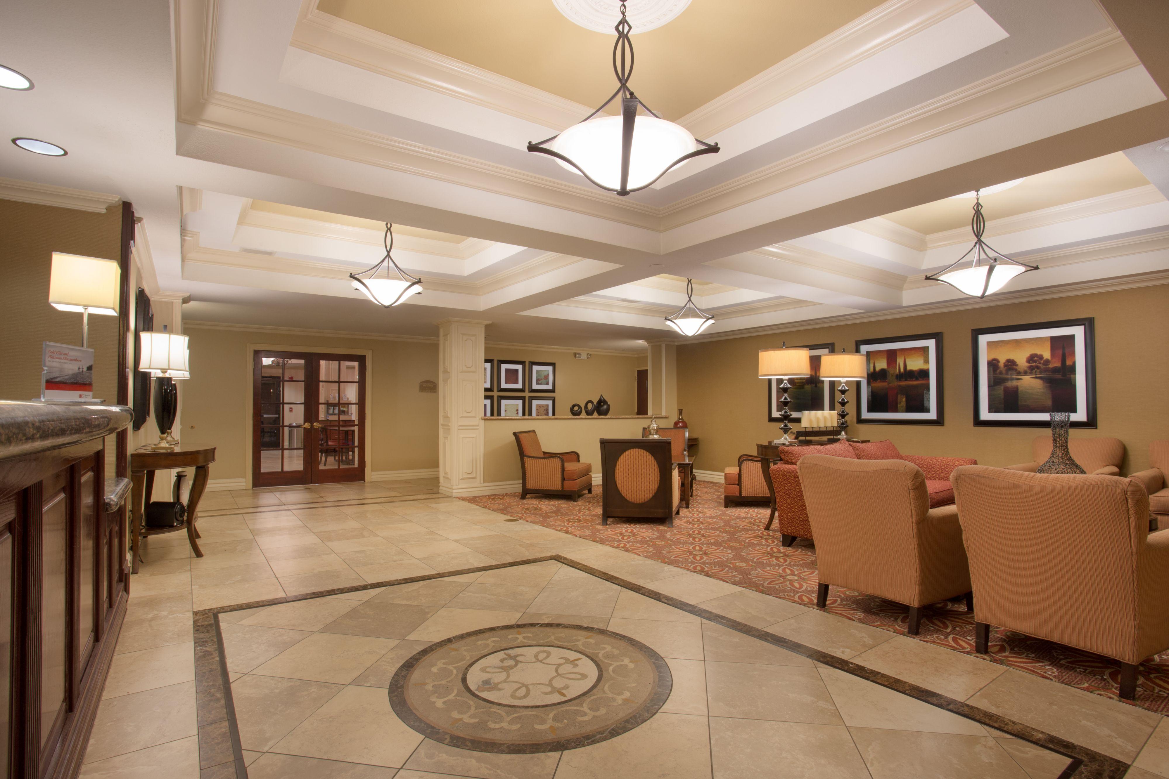 Holiday Inn Express & Suites Phoenix Downtown - Ballpark image 4