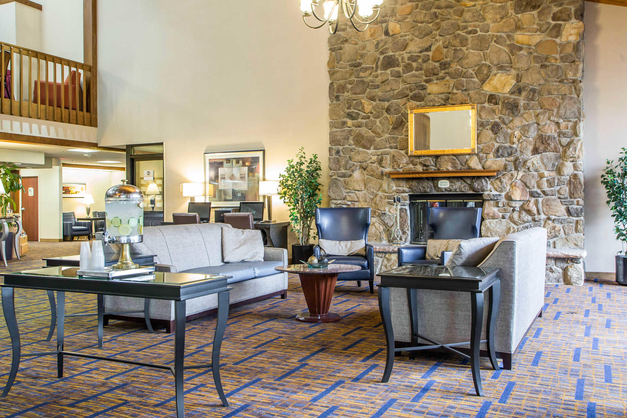 Clarion Inn image 4