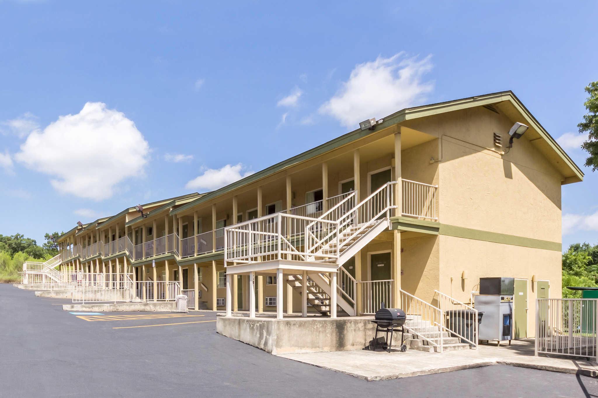 Rodeway Inn at Six Flags image 2