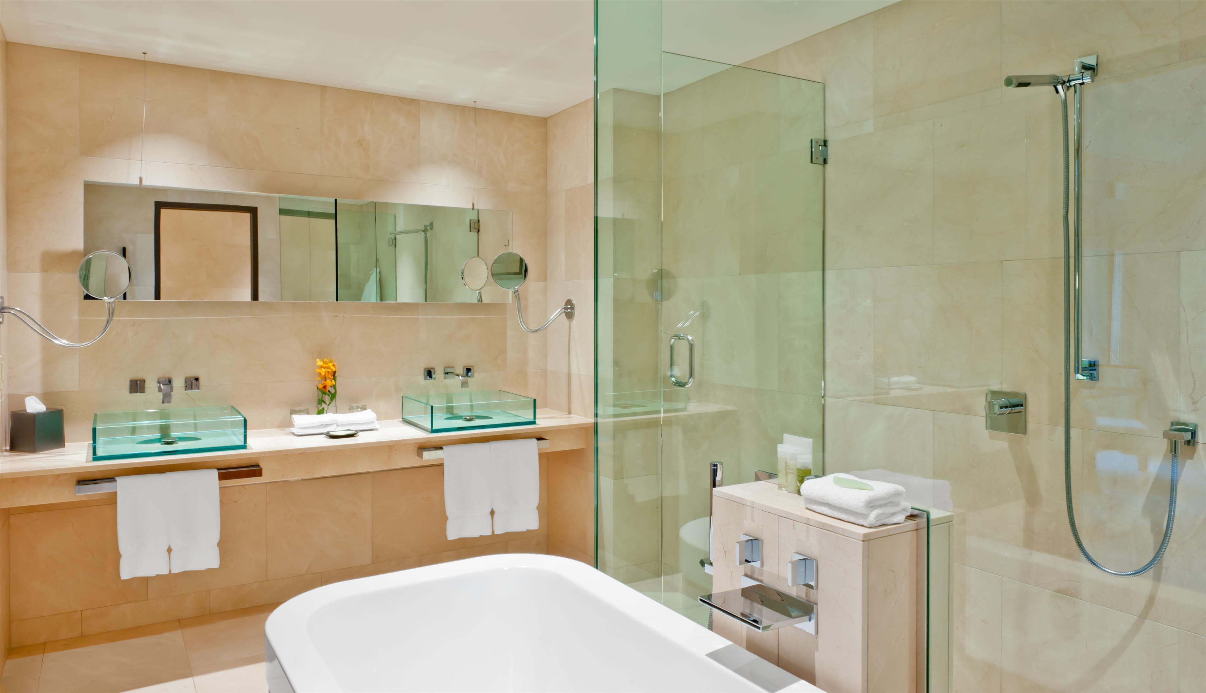 The Westin Bayshore, Vancouver in Vancouver: International Suite Bathroom