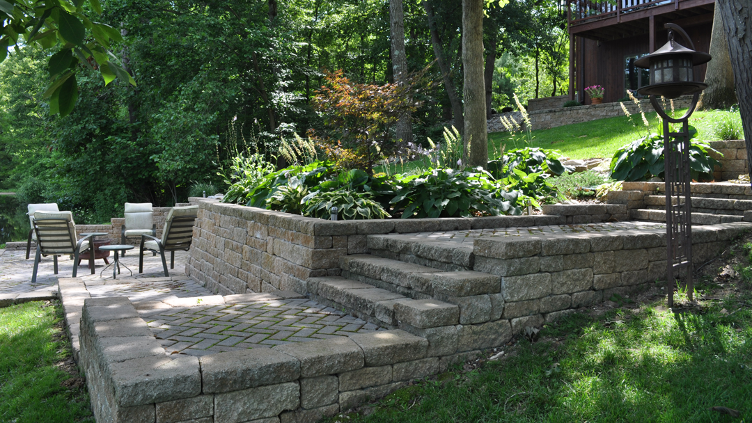 Poehlmann's Lawn & Landscape LLC image 0