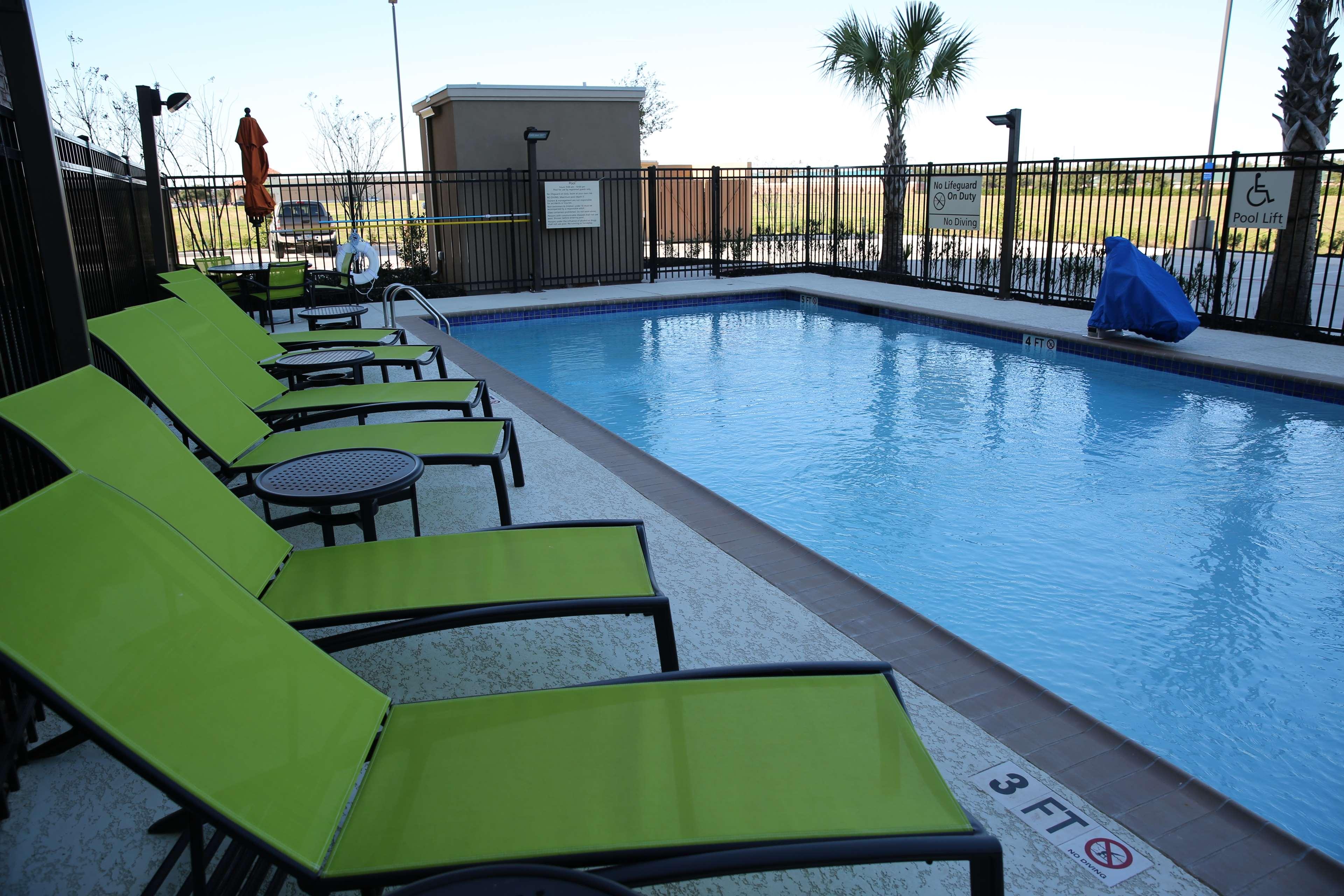 Hampton Inn & Suites Missouri City, TX image 14