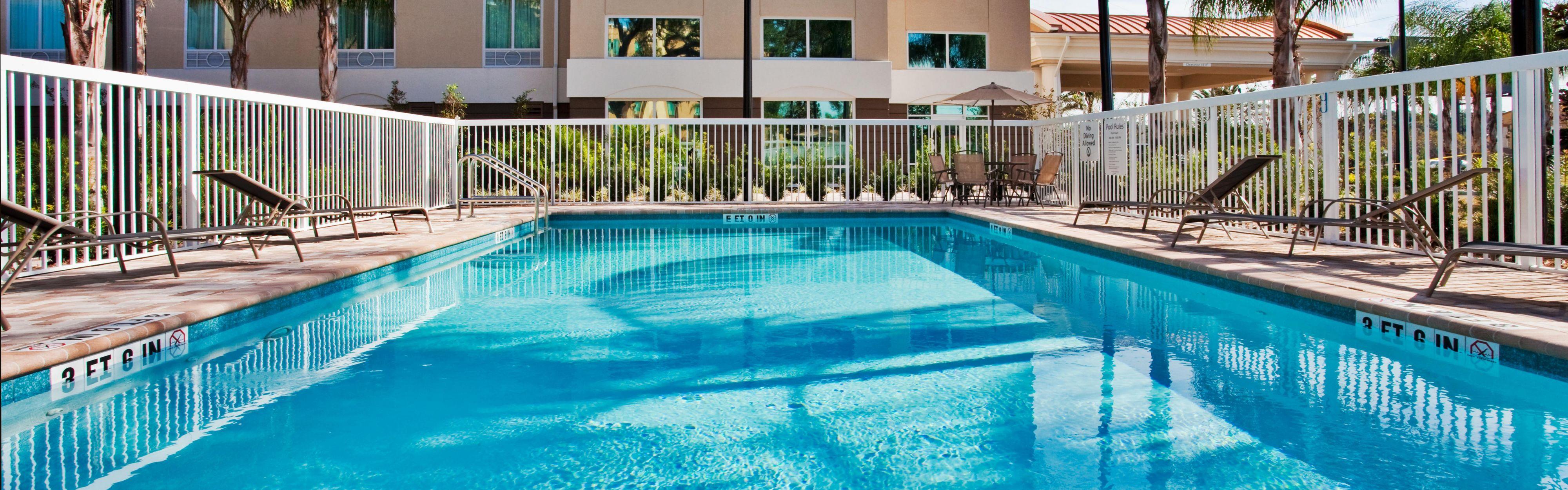 Holiday Inn Express & Suites Orlando - Apopka image 2