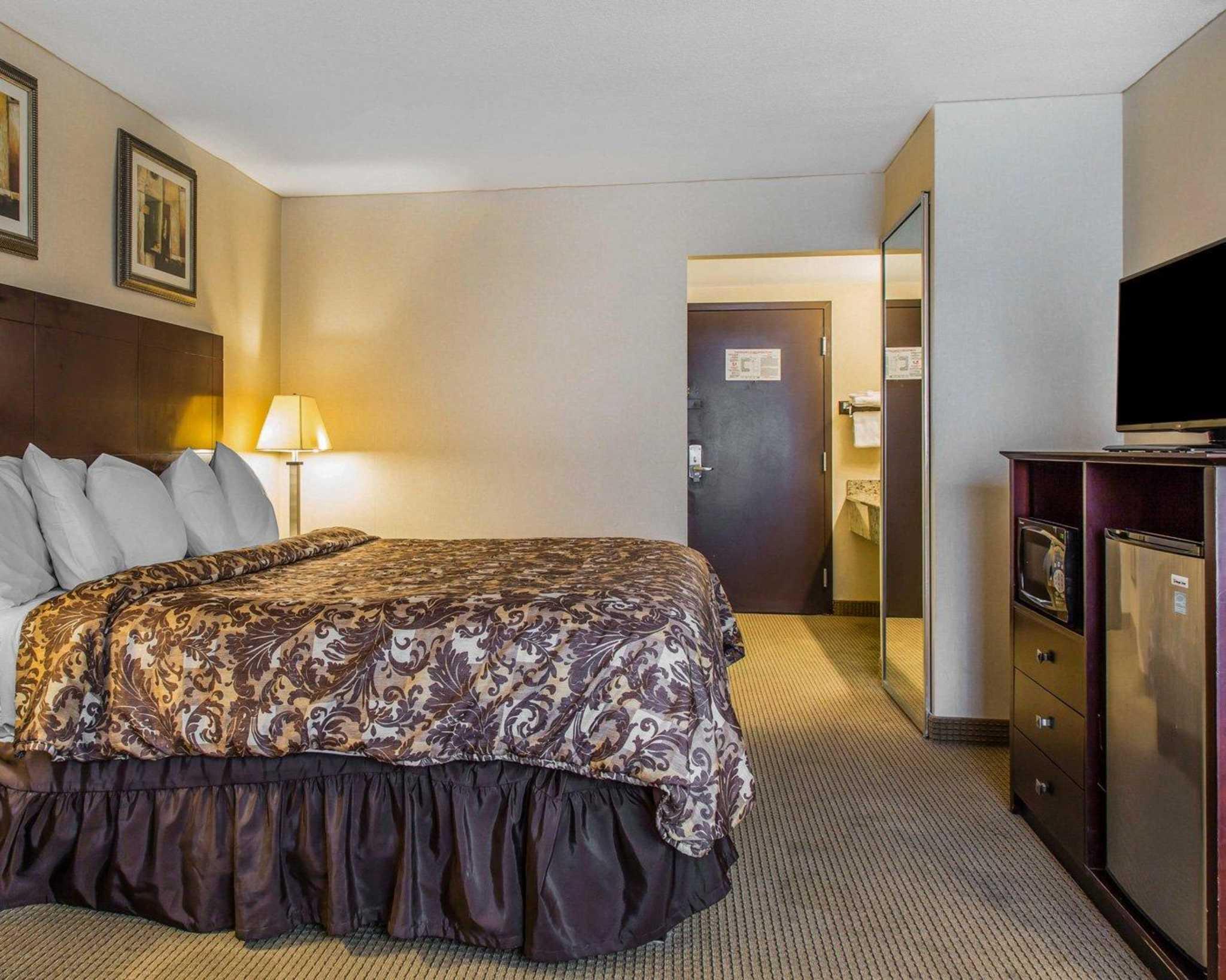 Rodeway Inn & Suites Bradley Airport image 23
